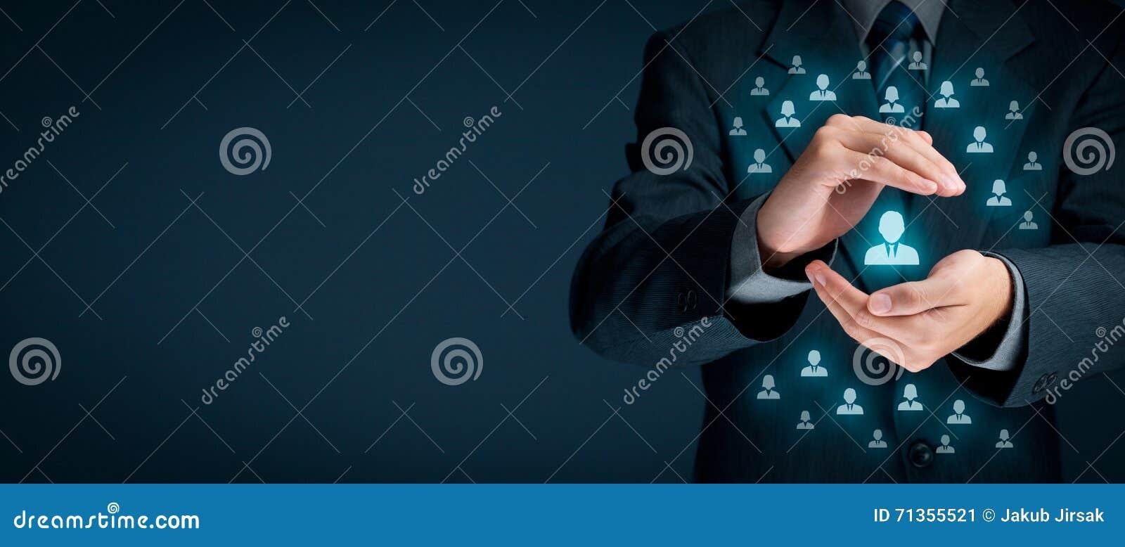 ängel som service för förälskelse för härlig hjälp för affärskvinnaoklarhetskund som vänlig praktisk mycket ler till dig