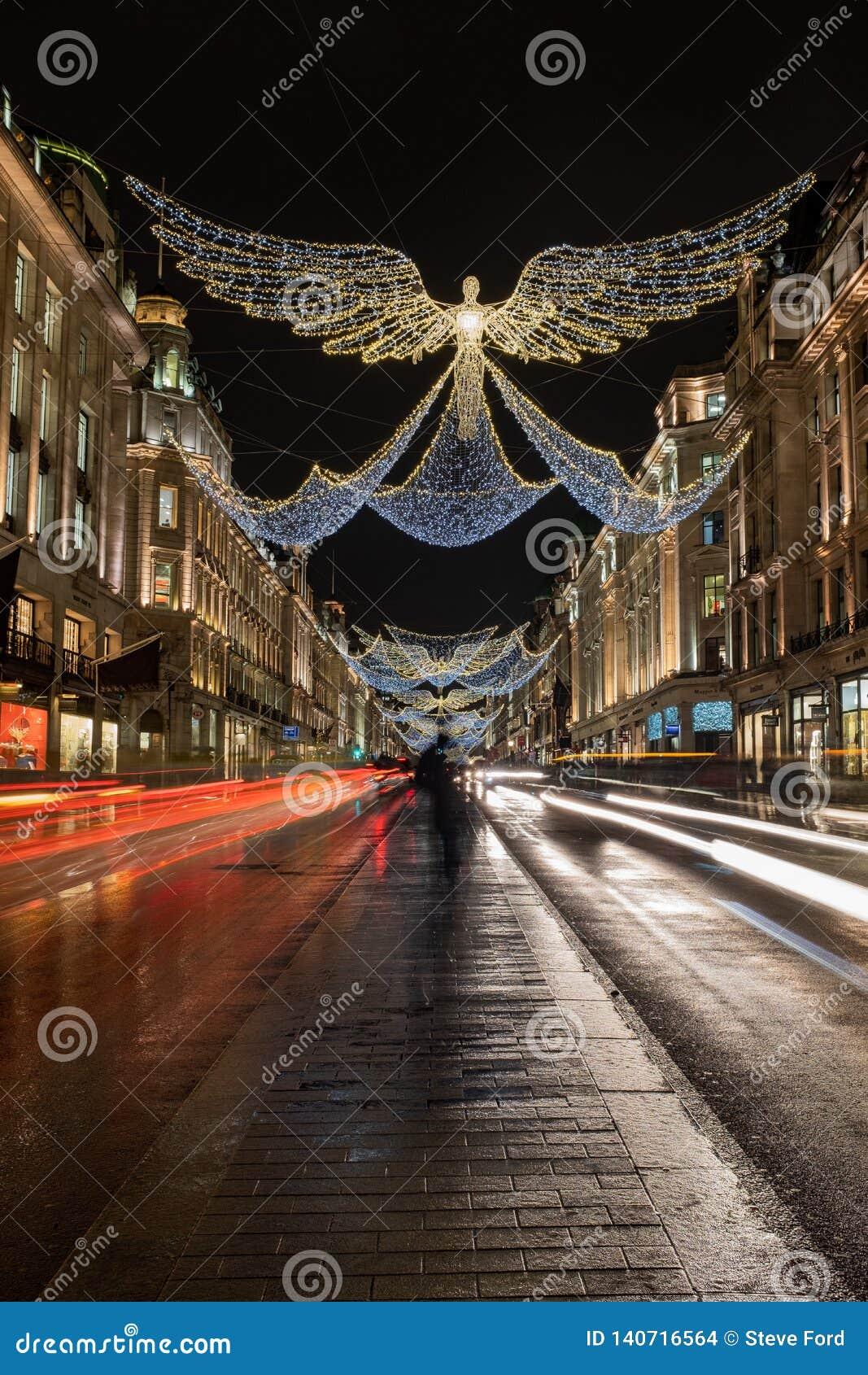 Ängeln formade julljus på slingor för ljus för regentgata 2018, buss- och bil