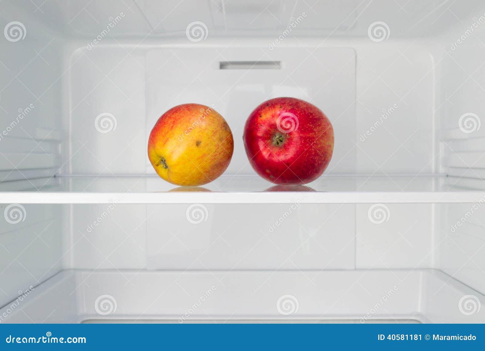 Kühlschrank Regal : Äpfel in offenem leerem kühlschrank gewichtsverlust nähren konzept