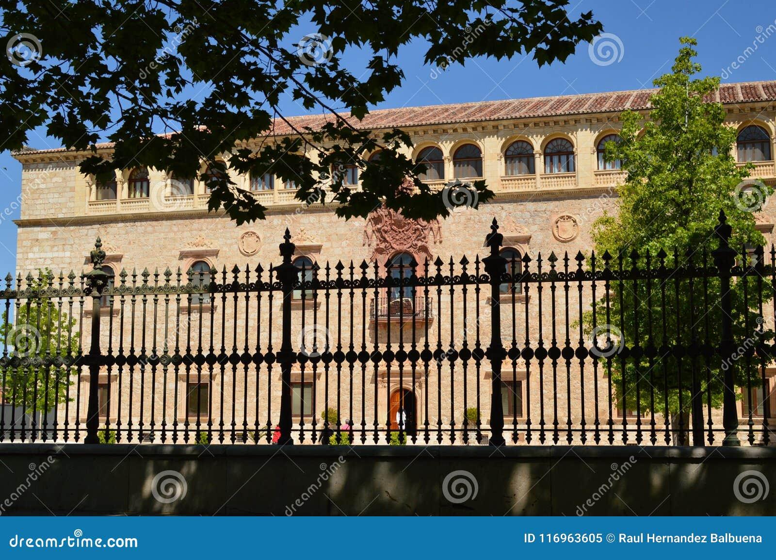 Ärkebiskop Building Of Alcala De Henares Front Facade Arkitekturlopphistoria