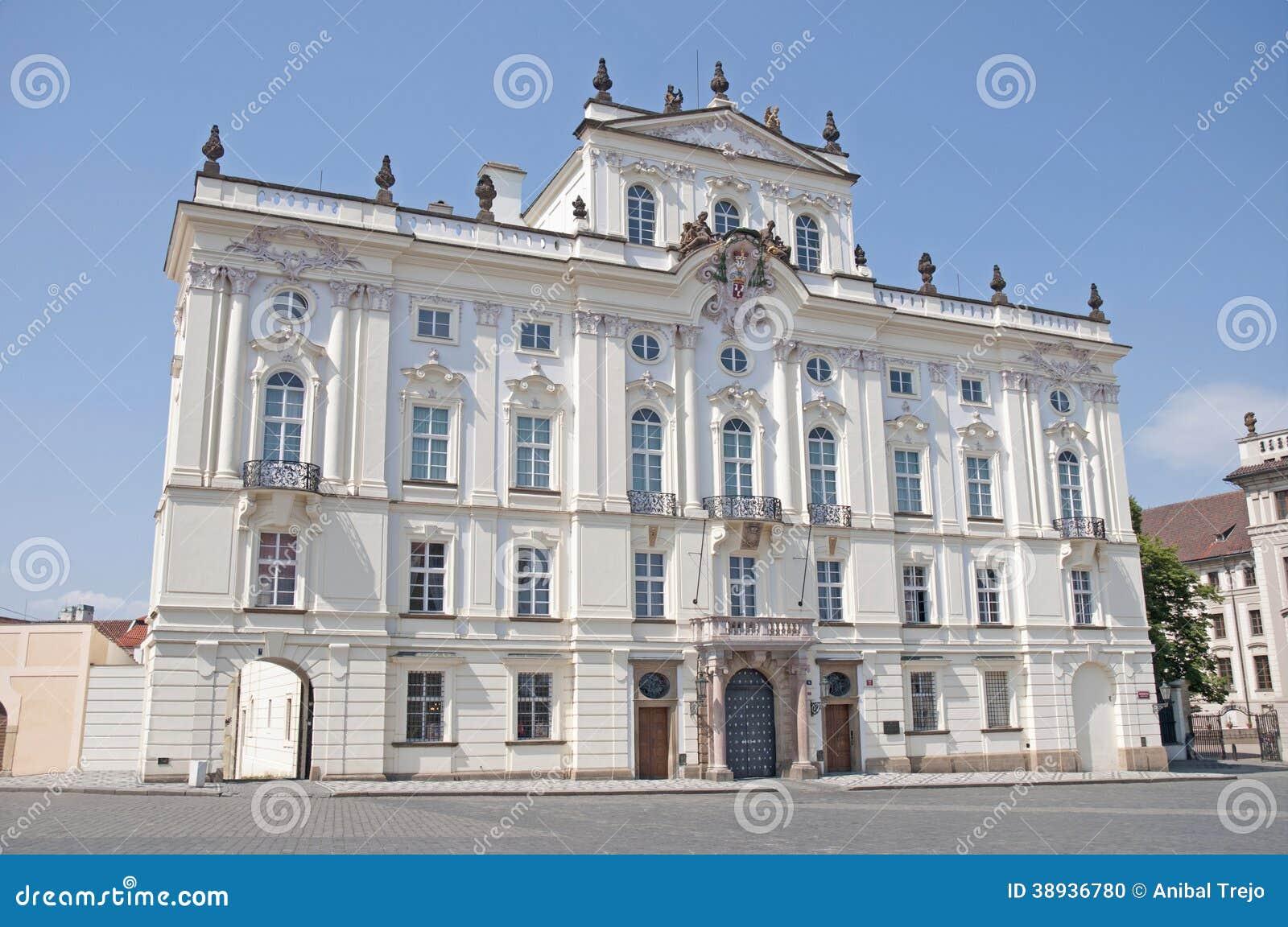 Ärkebiskop Palace nära den Prague slotten