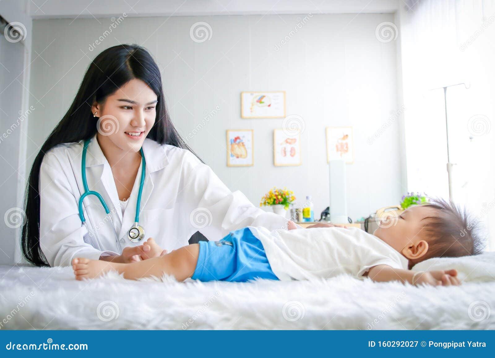 Körperliche Untersuchung Ärztin