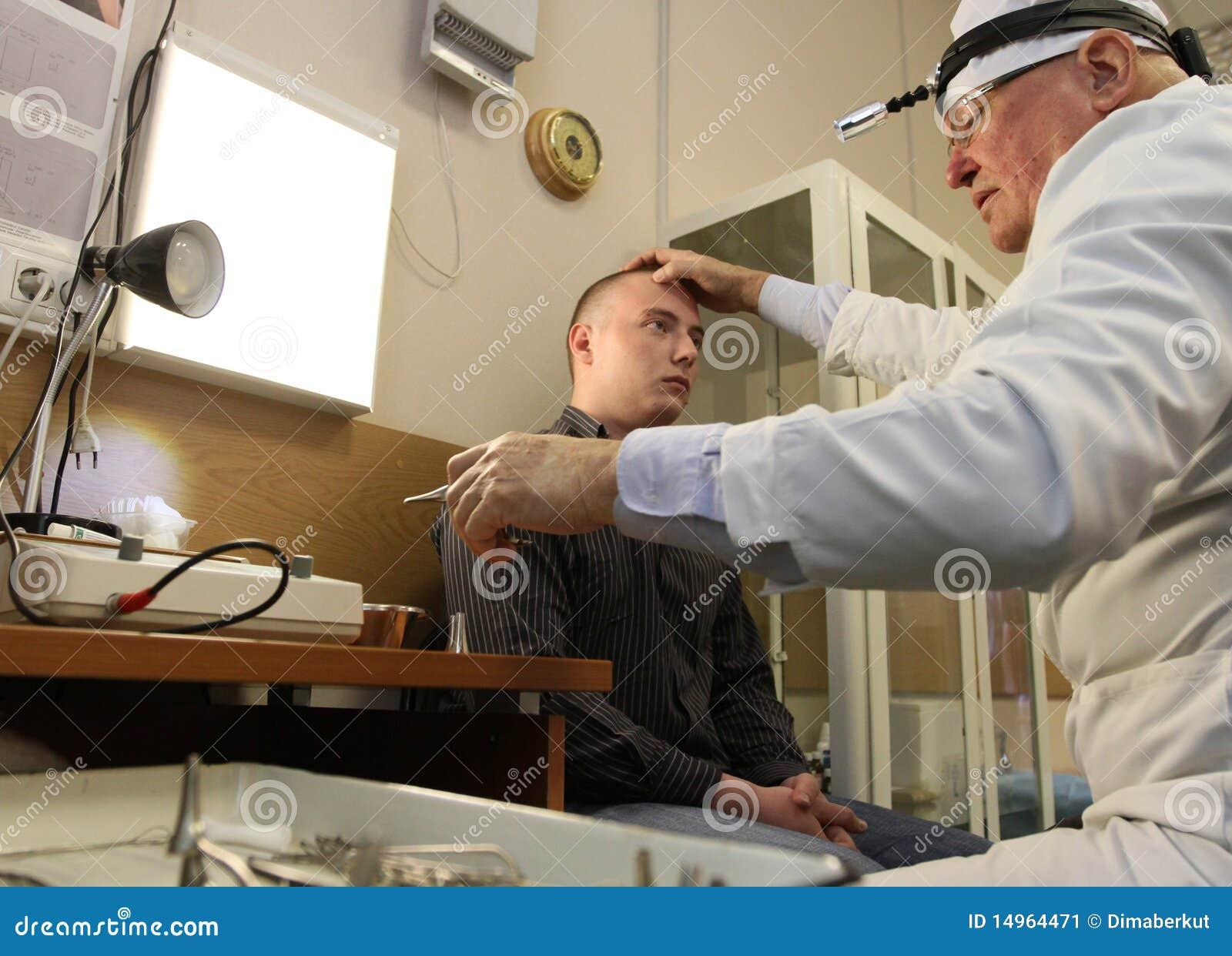 Ärztliche Untersuchung in der Verstärkungmitte