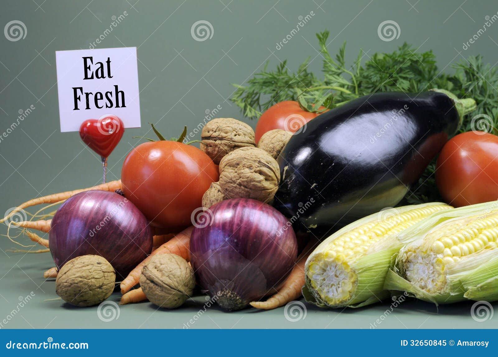 Äta det nya meddelandetecknet med ny rå vegetarisk mat