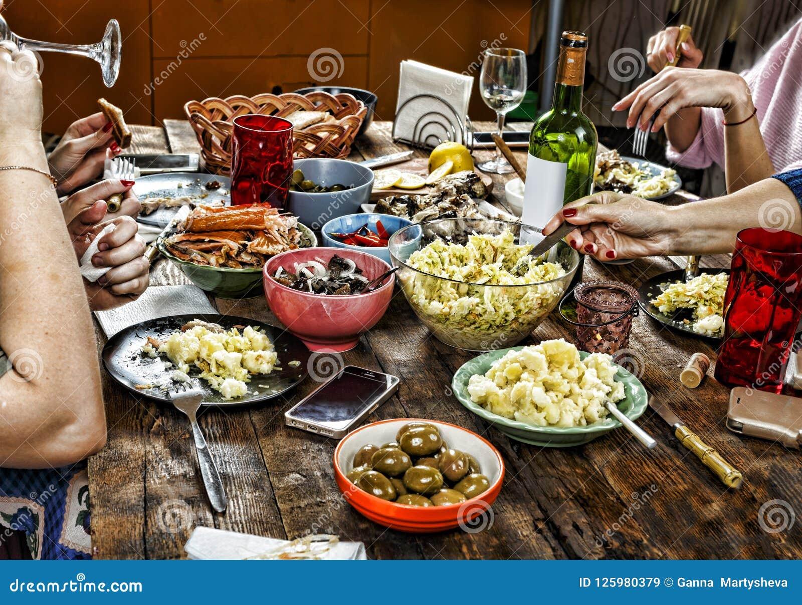 Äta middag familjtabellen Påsk mellanmål påskvin lycklig jul, ferie,