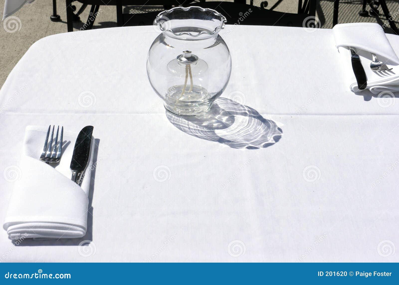 äta middag som är utomhus-