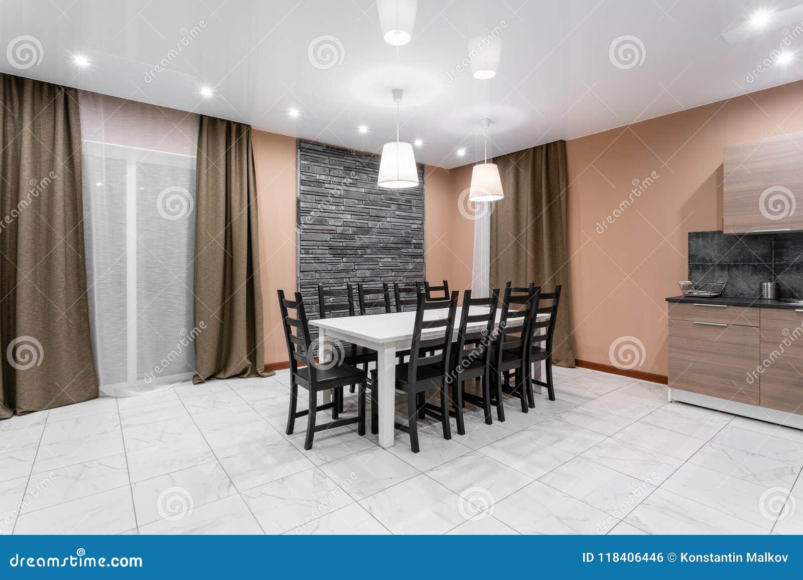 Äta middag tabellen för tio personer Modern interior för minimalismstilmottagning Enkel och billig vardagsrum med