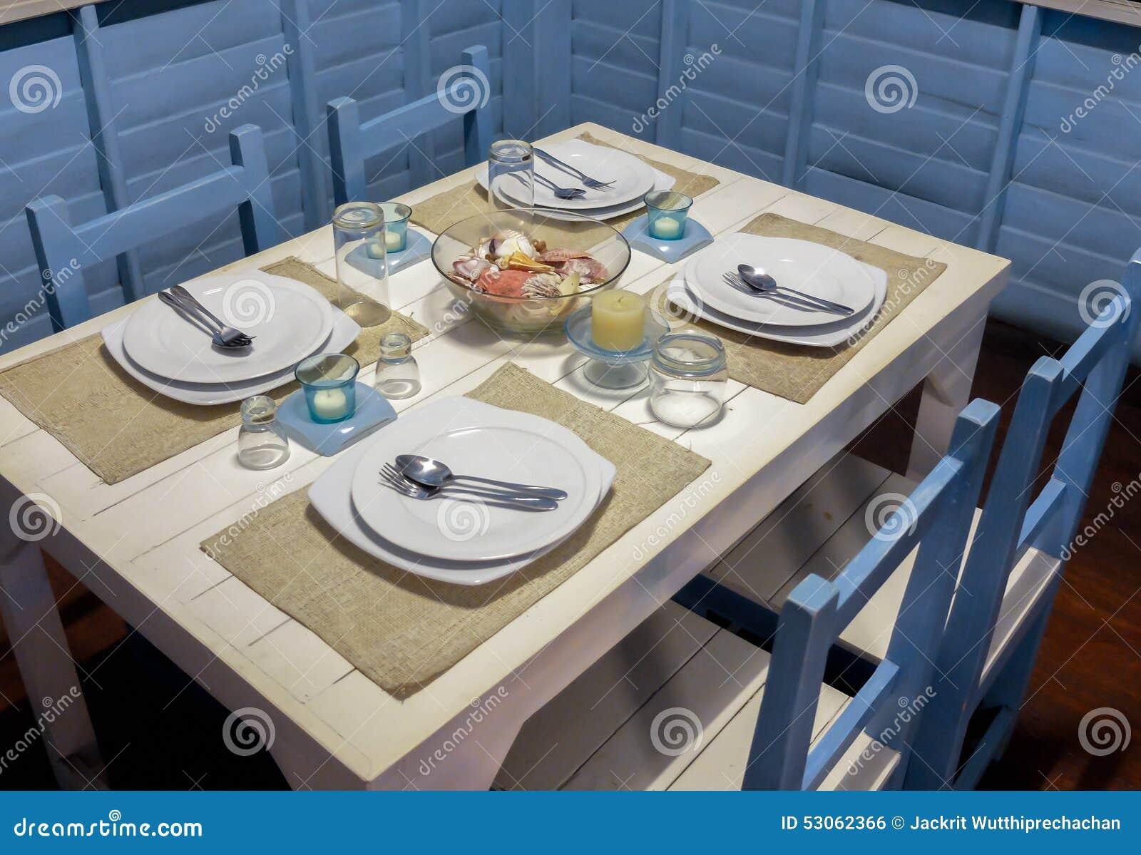 Äta middag tabellen med Marine Style Setup