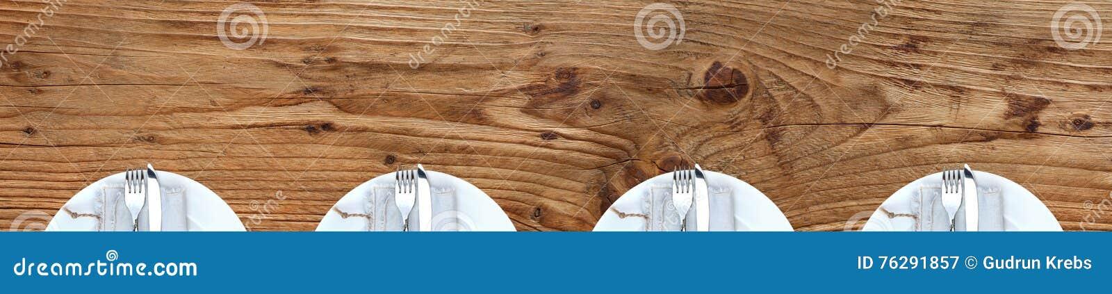 Äta middag tabellen med plattor