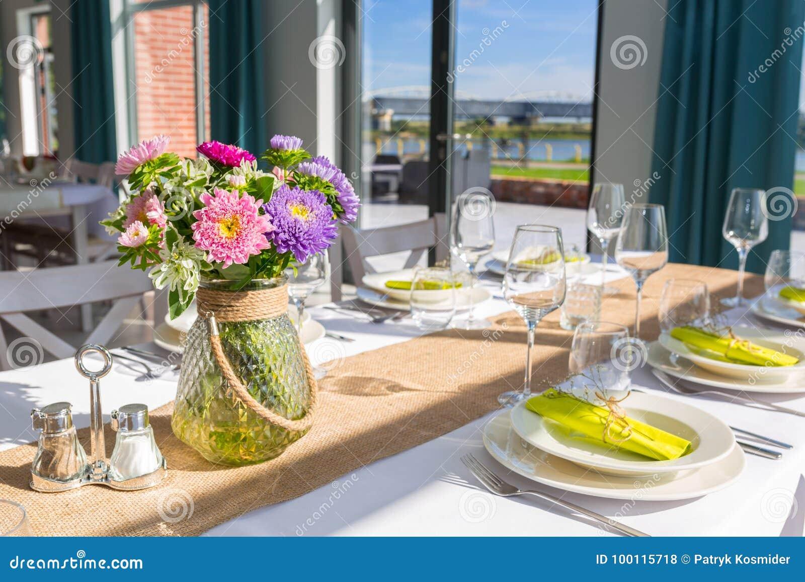 Äta middag tabellinställningen