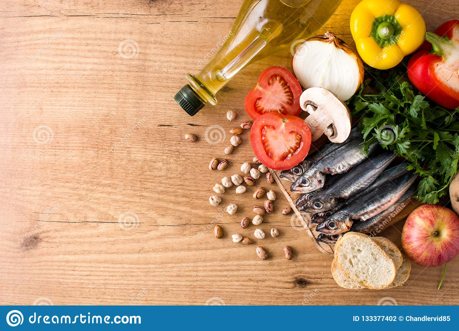 äta som är sunt banta medelhavs- Frukt, grönsaker, korn, tokig olivolja och fisk
