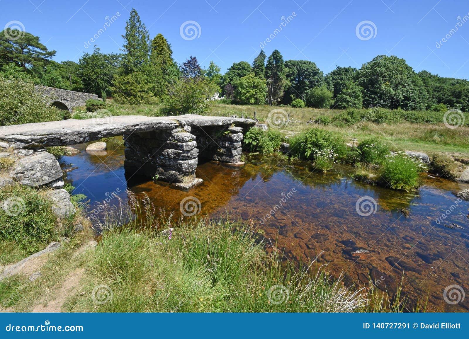 古老石拍板桥梁,达特穆尔,英国