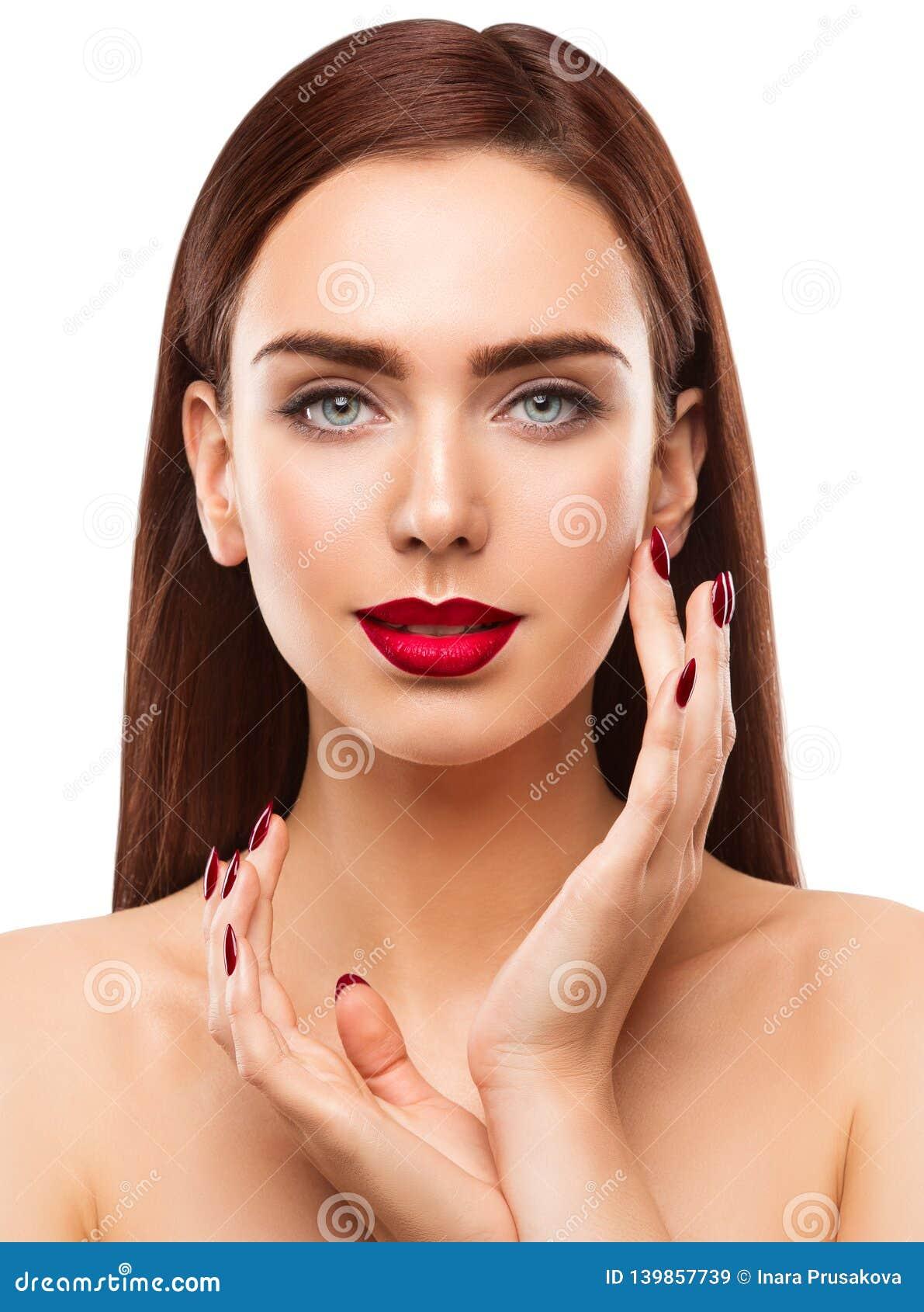 妇女秀丽构成画象,脸蛋漂亮,眼睛嘴唇钉子