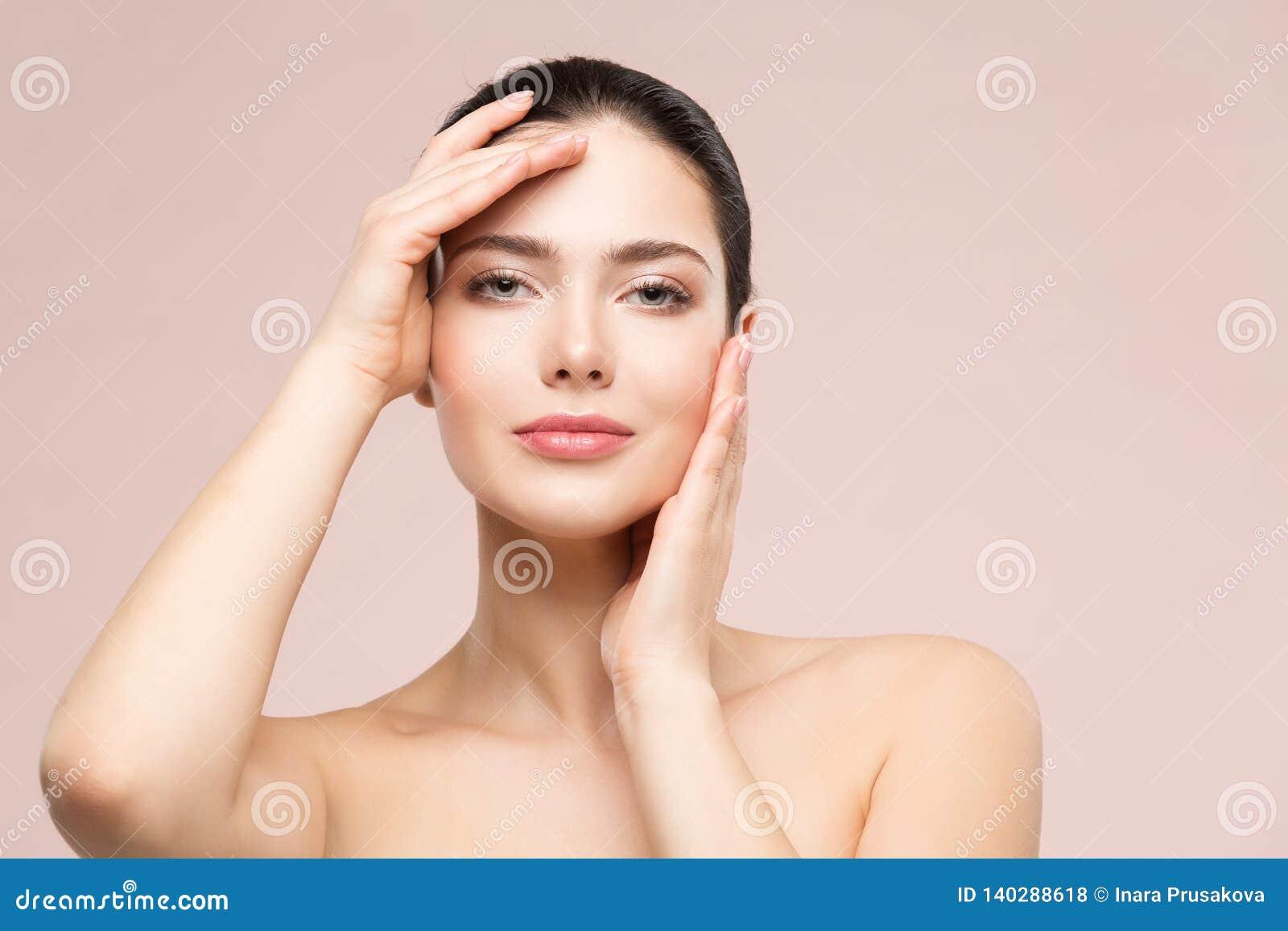 妇女自然美人构成画象、时装模特儿接触面孔的用人工,美女皮肤护理和治疗