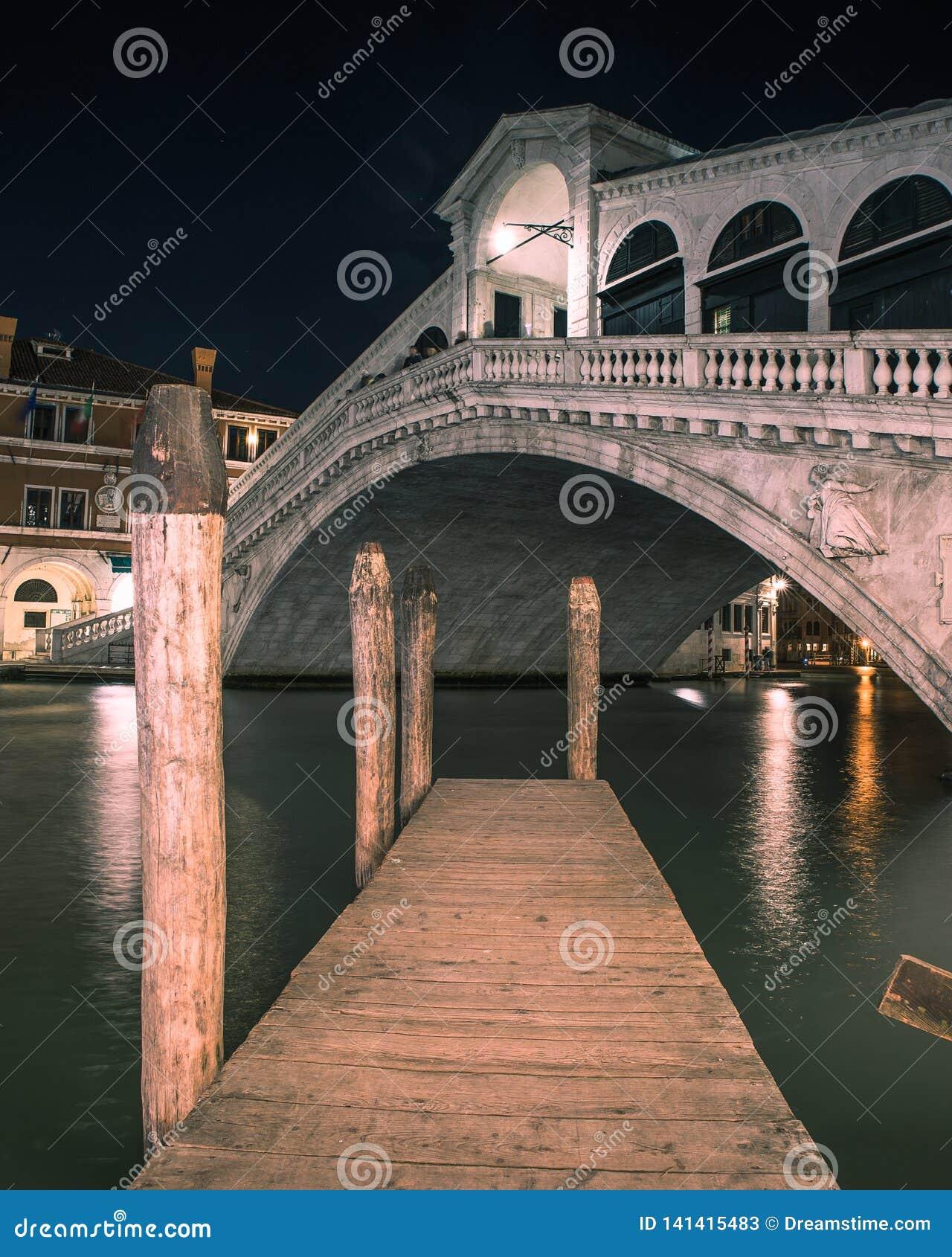 威尼斯大石桥的桥梁在威尼斯意大利