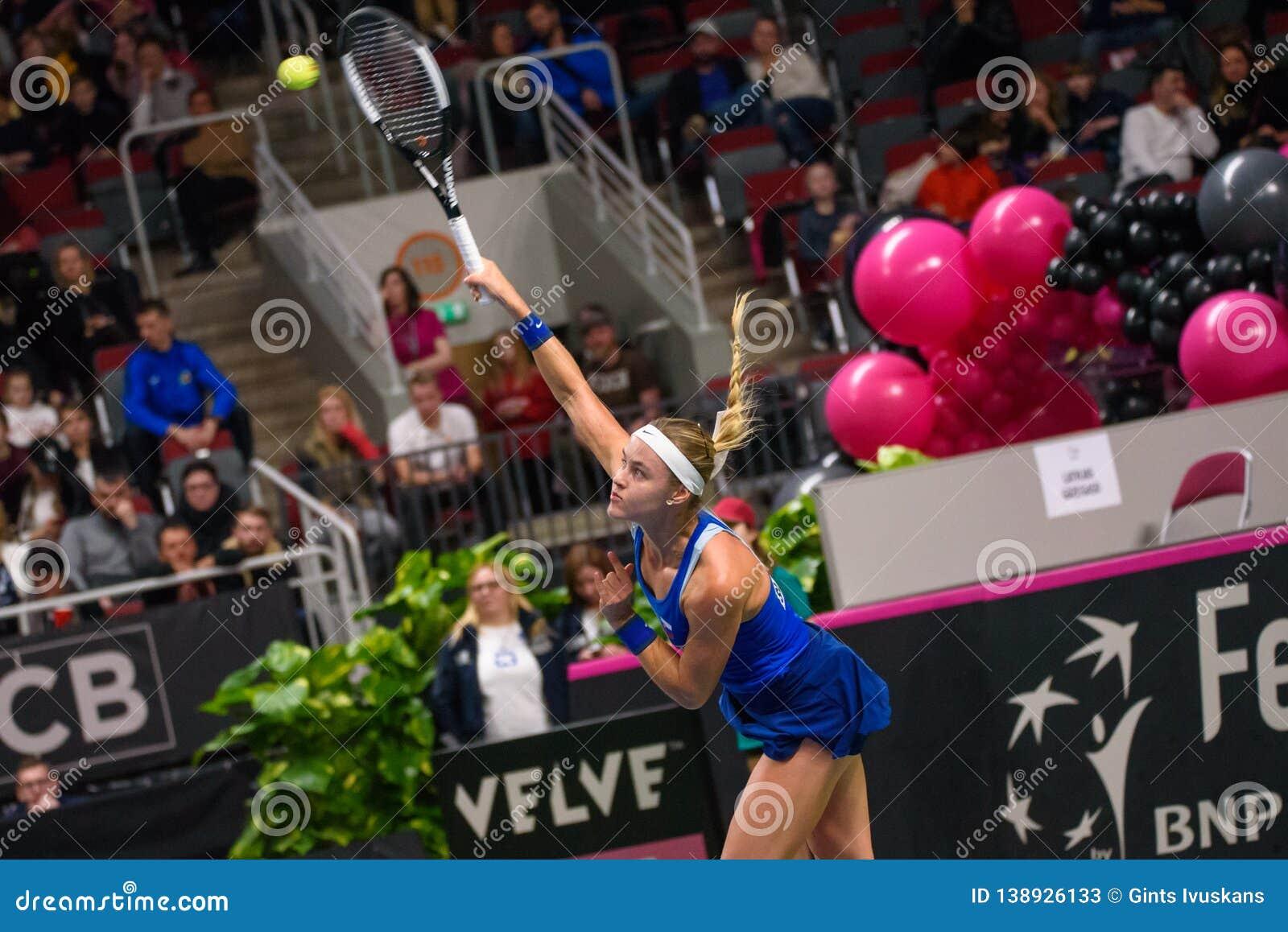 安娜在世界小组II第一场圆的比赛期间的卡罗利娜Schmiedlova,在队拉脱维亚和队斯洛伐克之间