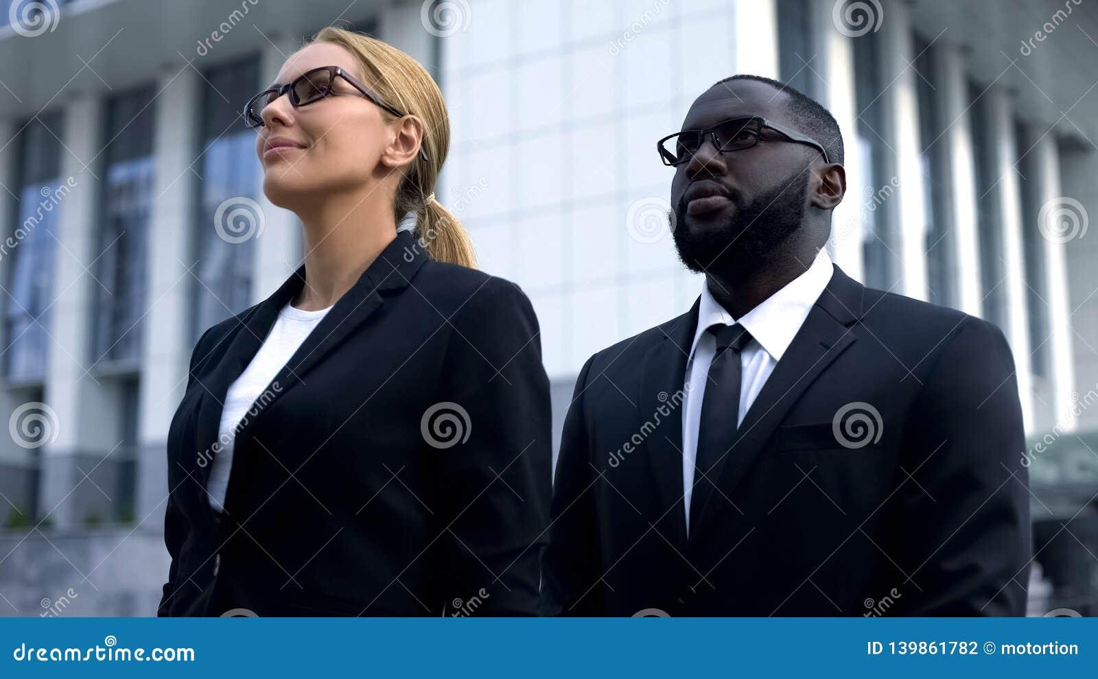 展望前途,竞选公司,女性候选人的政客