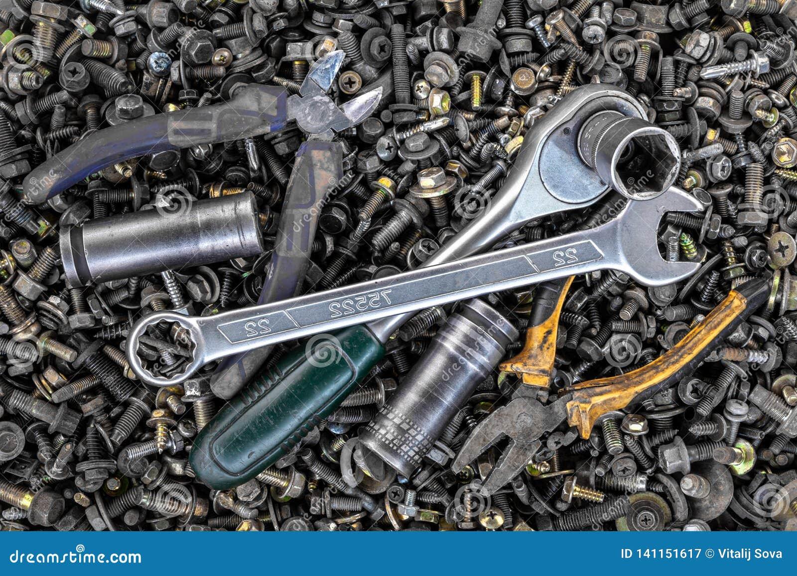 平的被放置的金属工具
