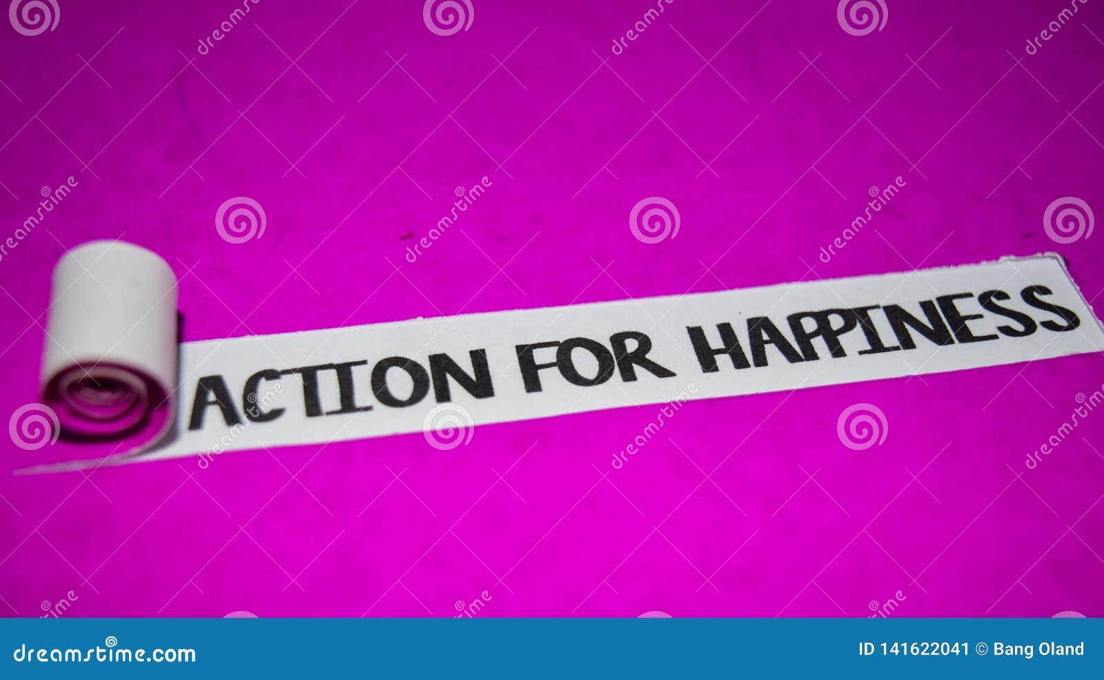 幸福文本、启发和正面震动概念的行动在紫色被撕毁的纸