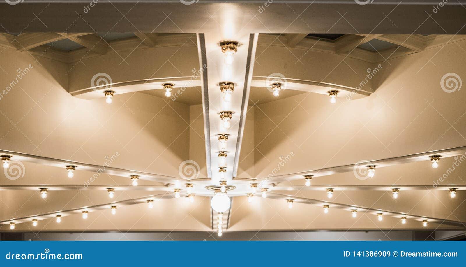 在天花板的光在犹他州国会大厦大厦