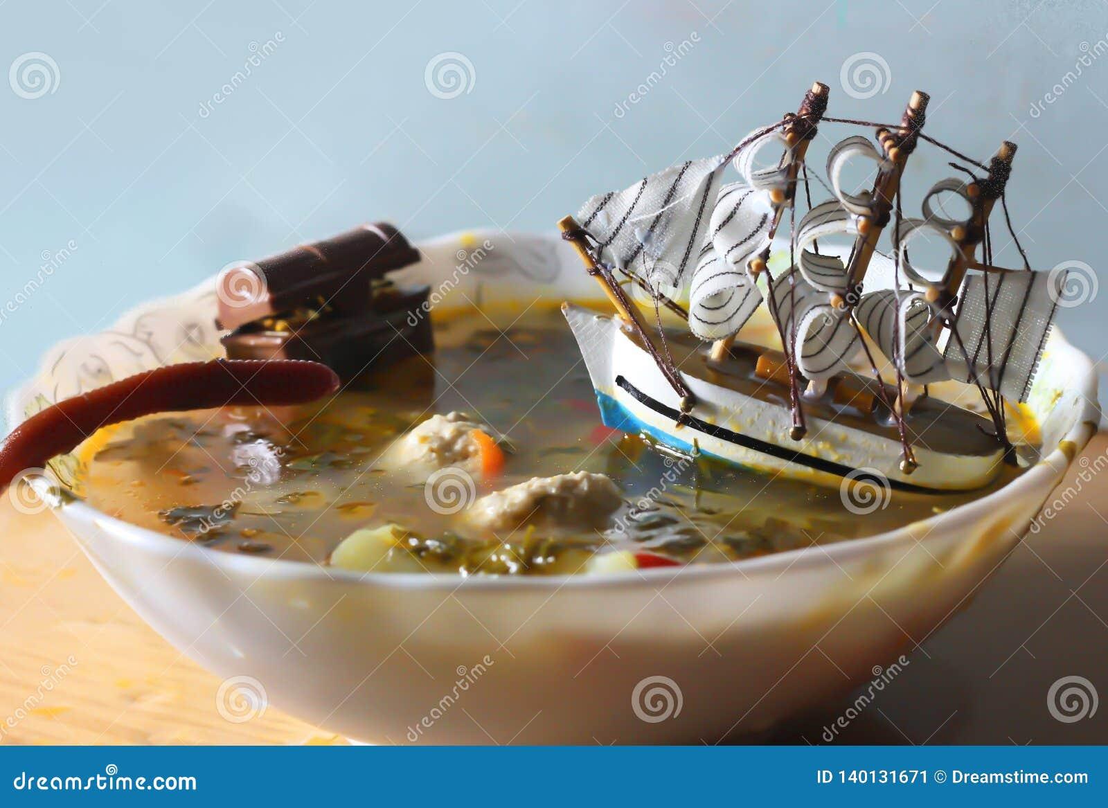 在碗的船用汤 令人敬畏的图象