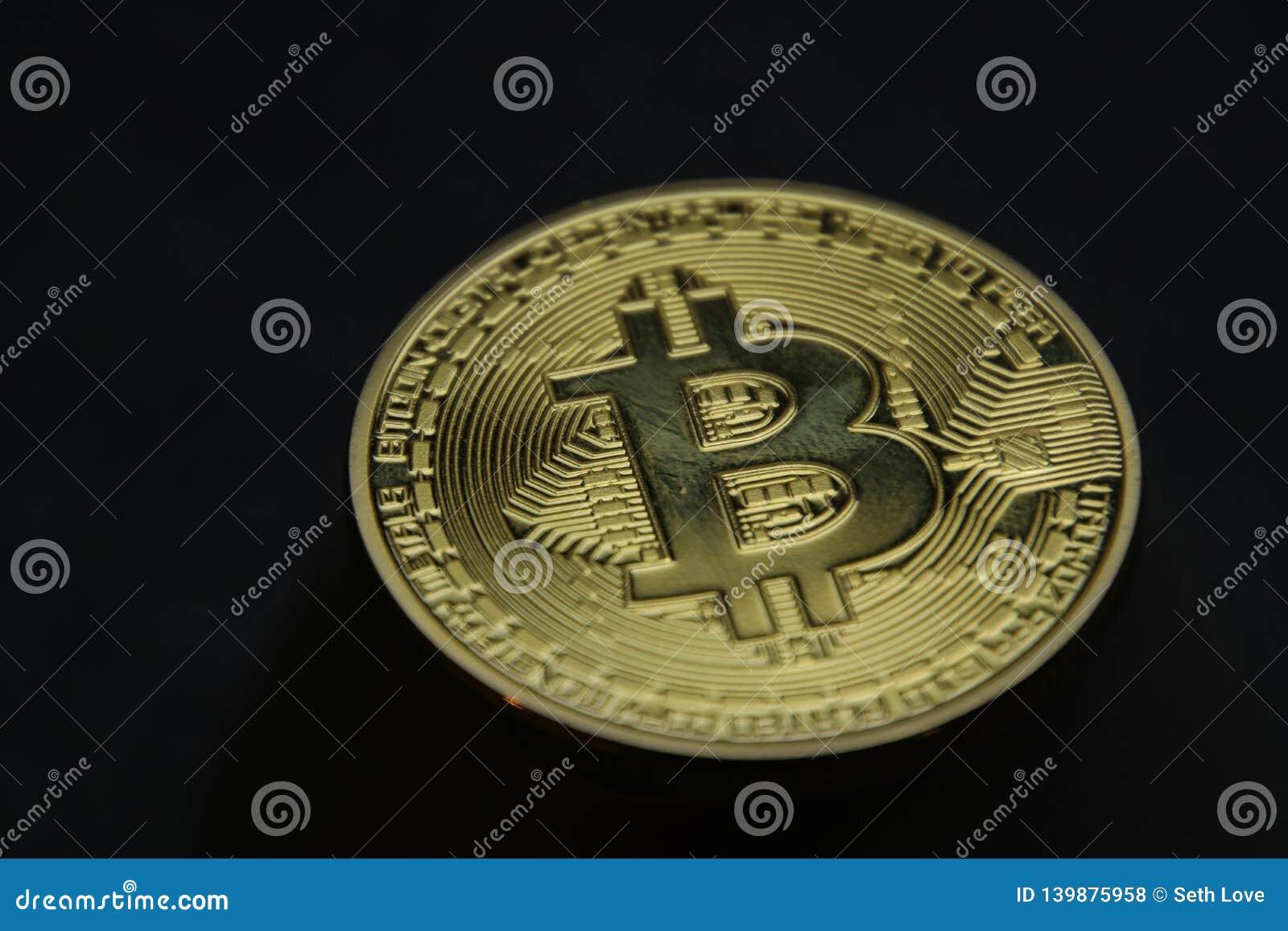 在黑背景的Bitcoin