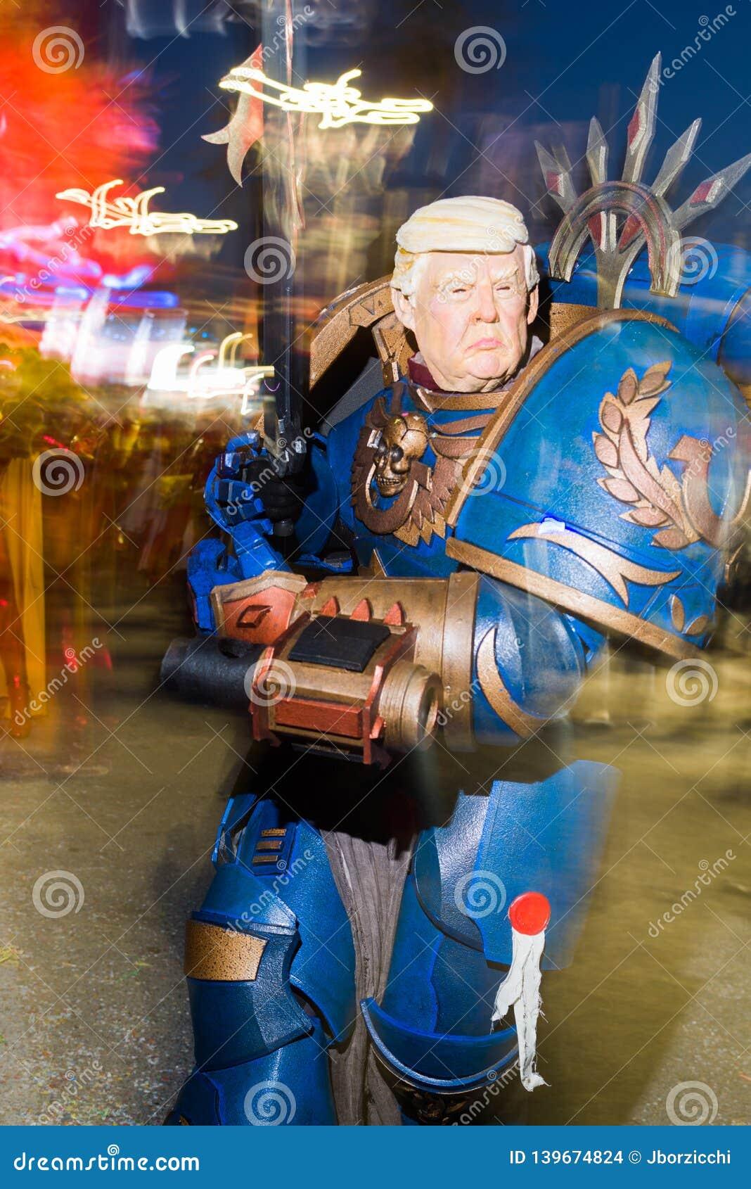 在viareggio狂欢节的唐纳德・川普面具