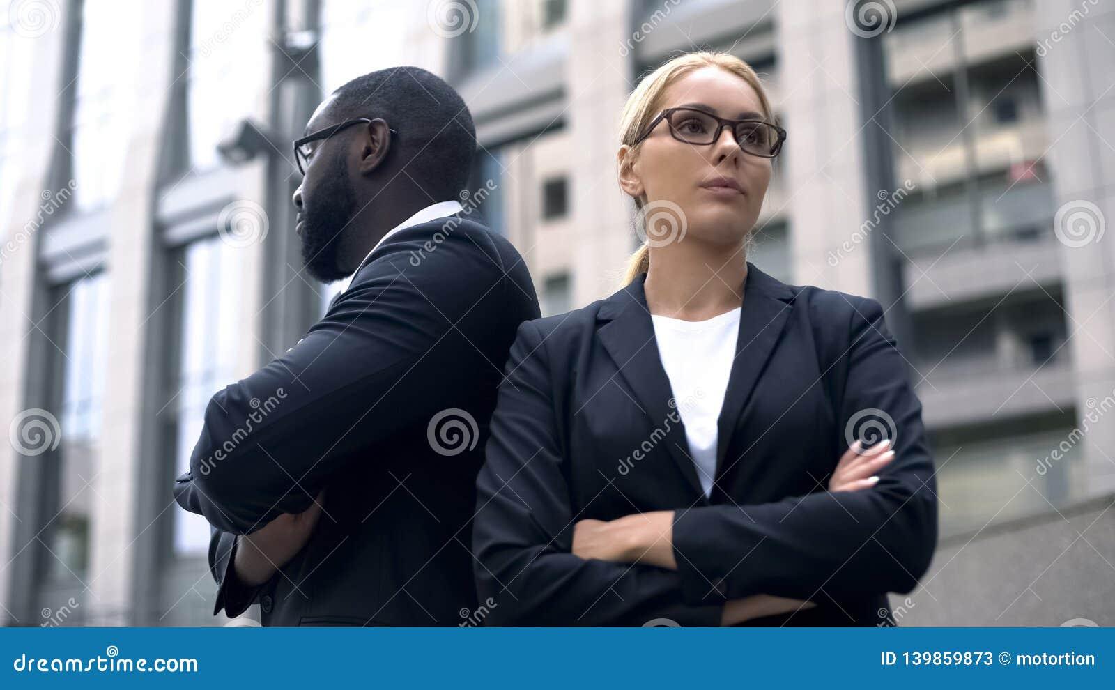 商务伙伴有分歧在起动,想法的交锋,竞争