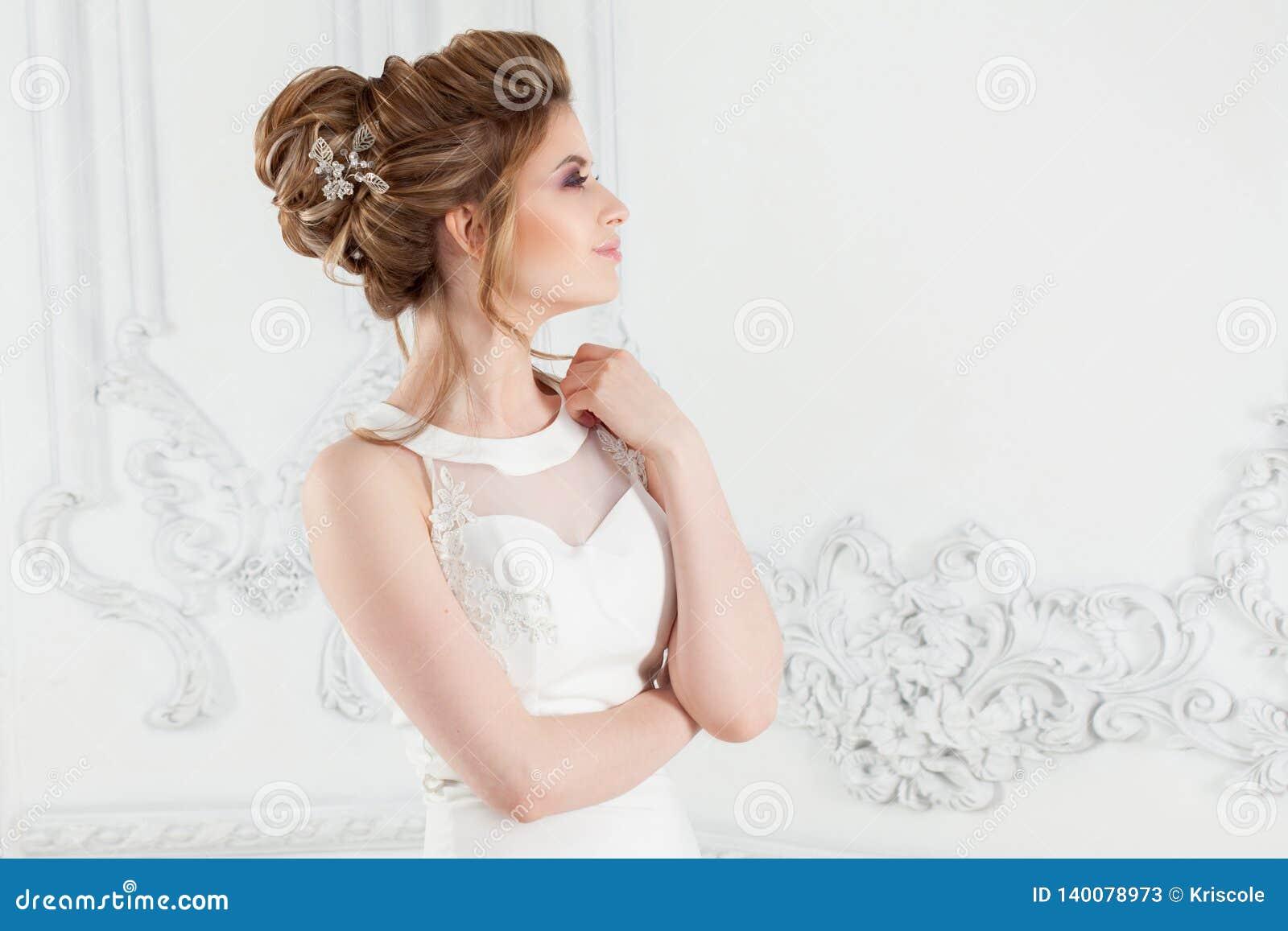 Ślubna fryzura, styl i makeup dla świętowania,