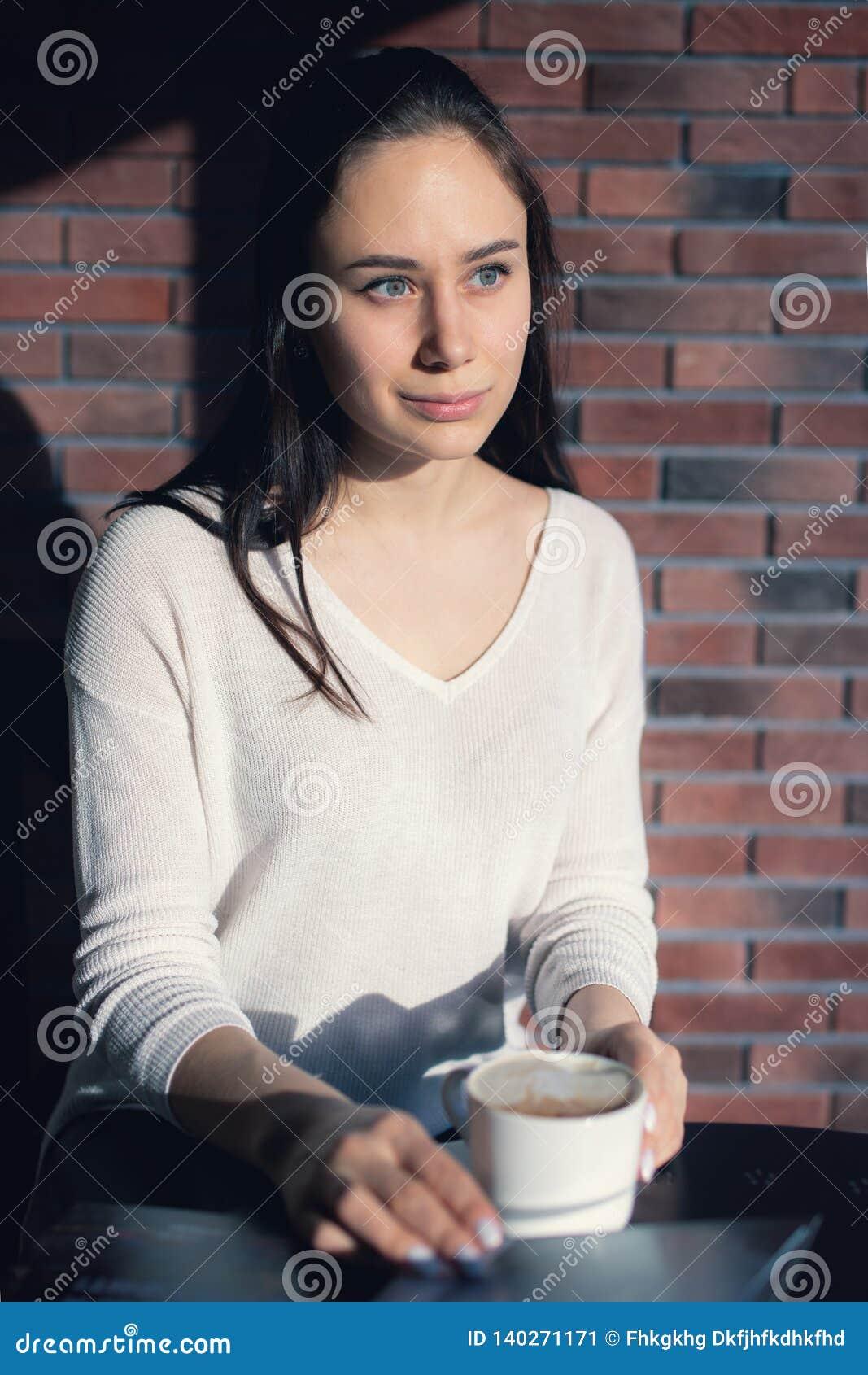 咖啡馆的女孩,书,读书,咖啡
