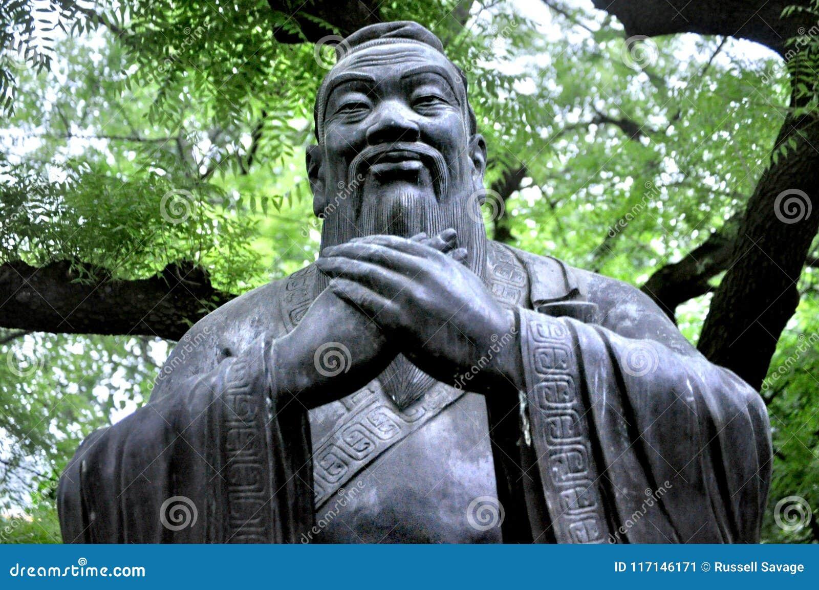 """å"""" å 孔子雕象,青岛中国"""