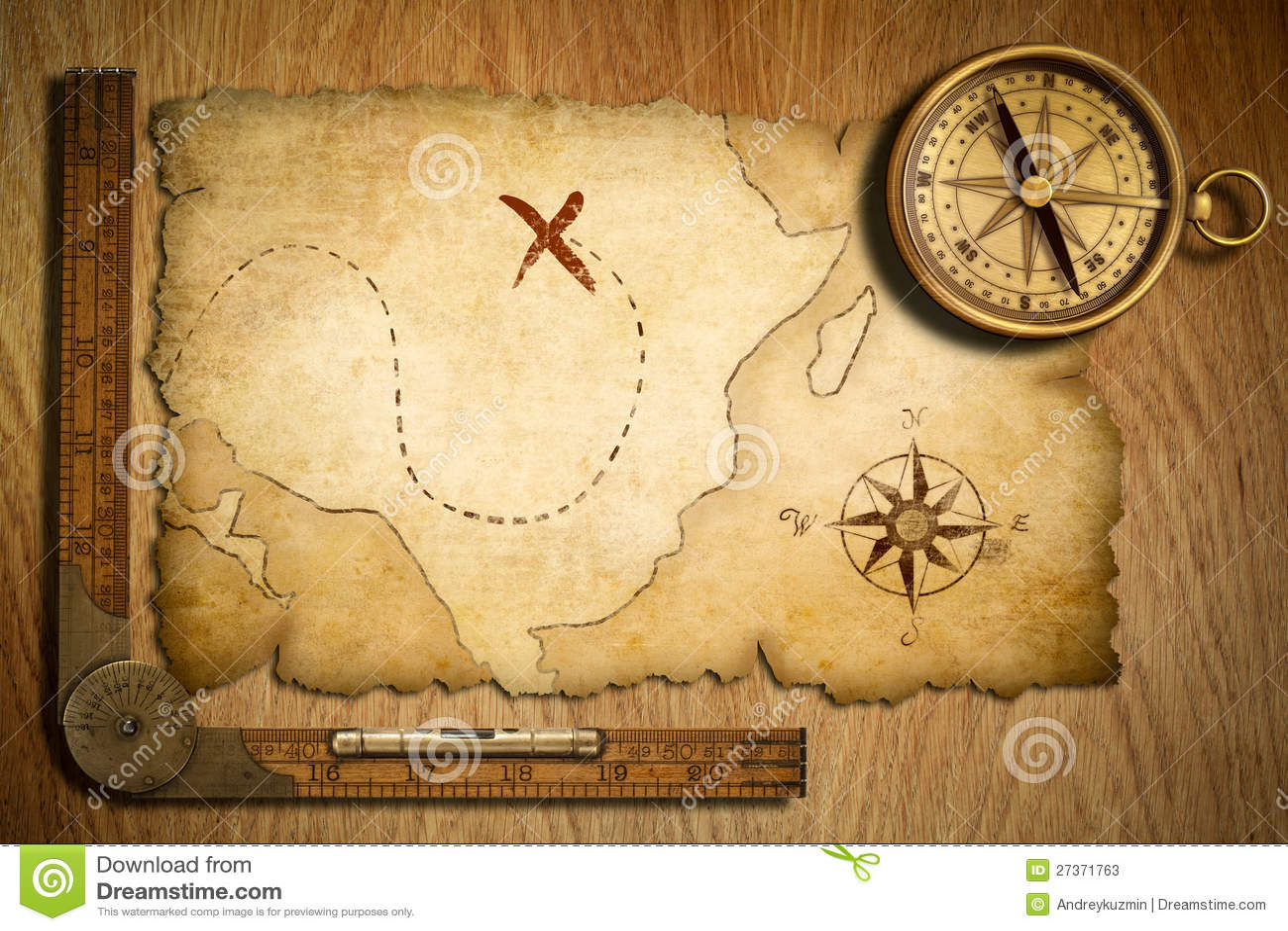 Åldrig skattöversikt, linjal och gammal mässingskompass