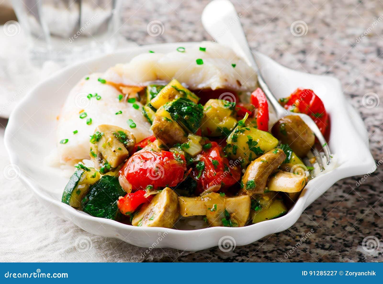 Ångad fiskfilé med grönsaker