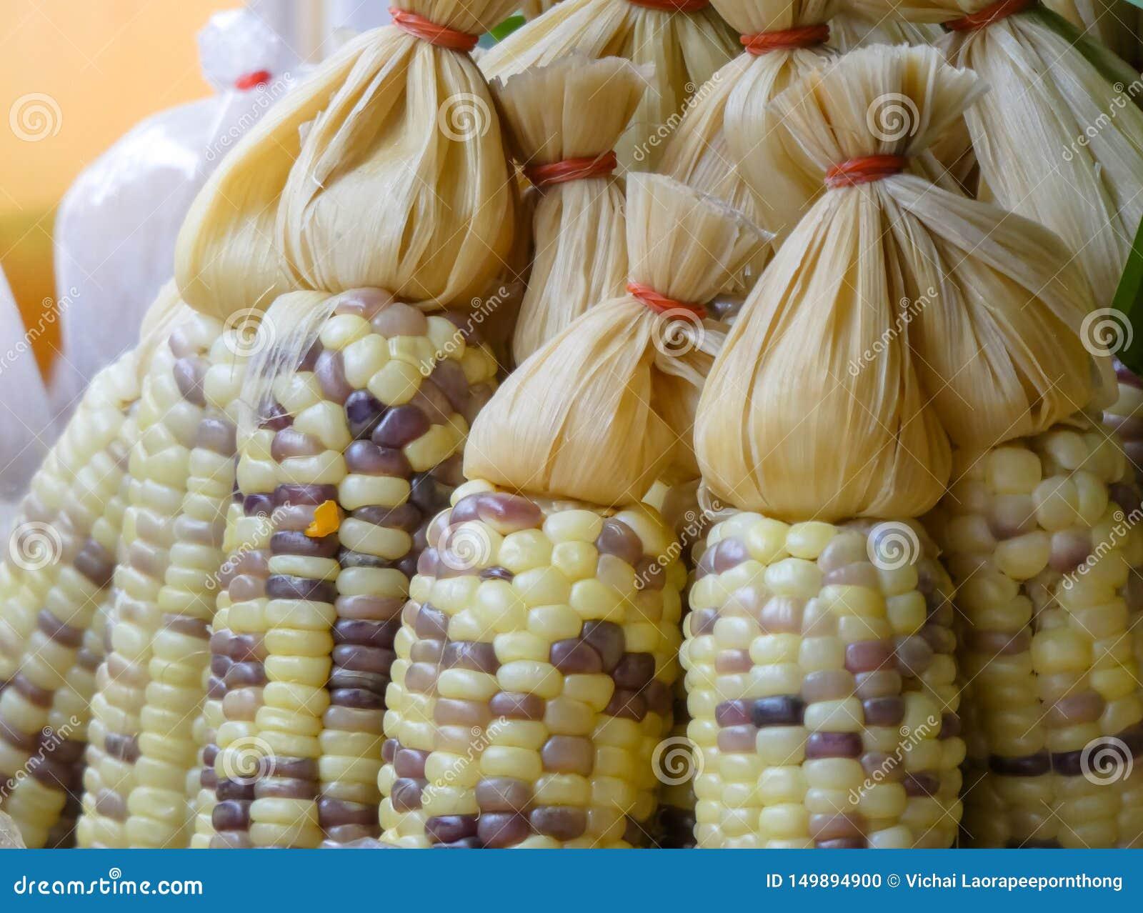 Ångade ny organisk majs säljs i gatamarknaden