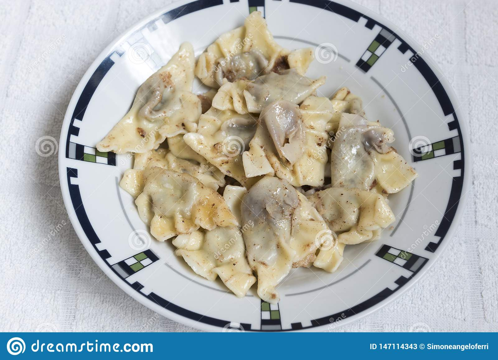 Ångade söta klimpar, hemlagad mat för italiensk ravioli