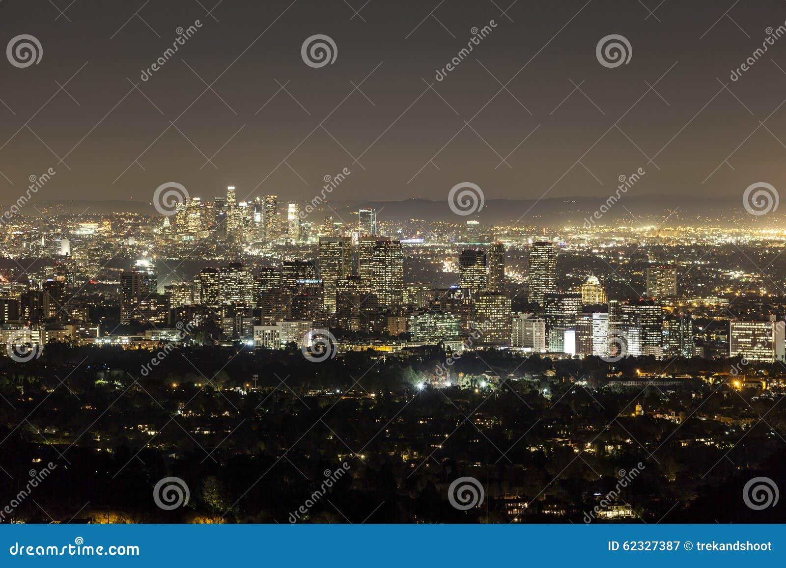Århundradestad och Beverly Hills på natten med i stadens centrum Los Angele