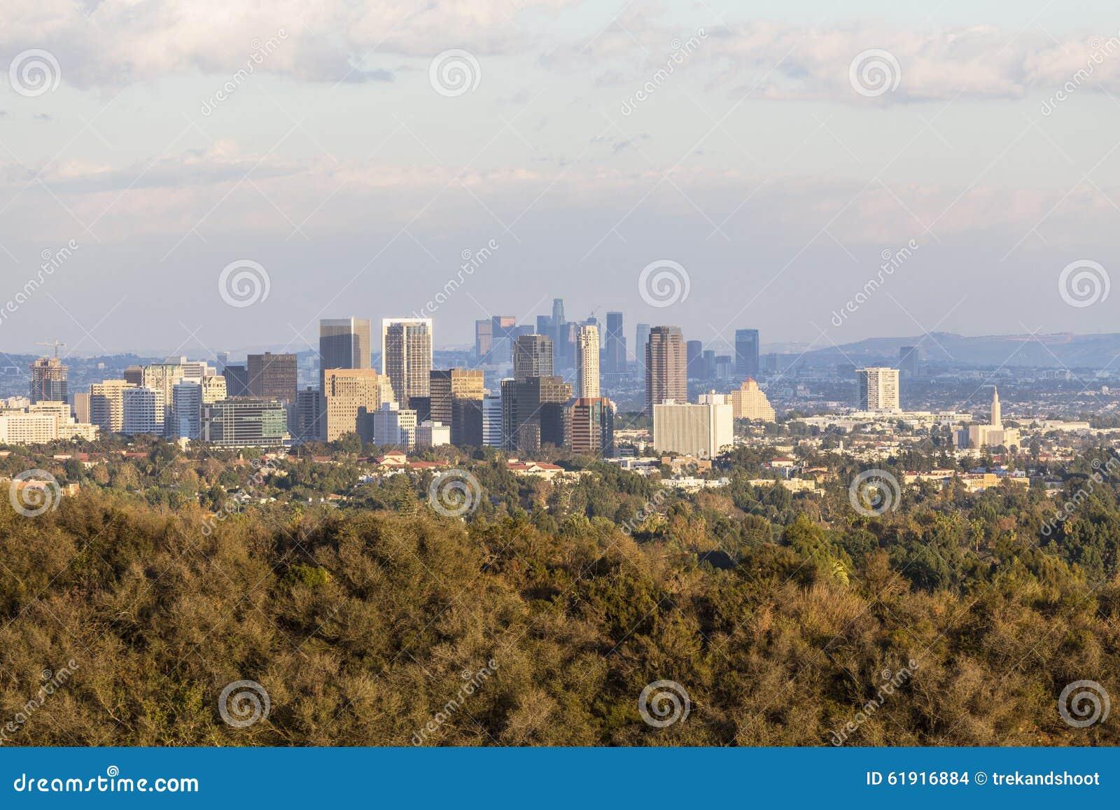 Århundradestad och i stadens centrum Los Angeles i ljus för sen eftermiddag