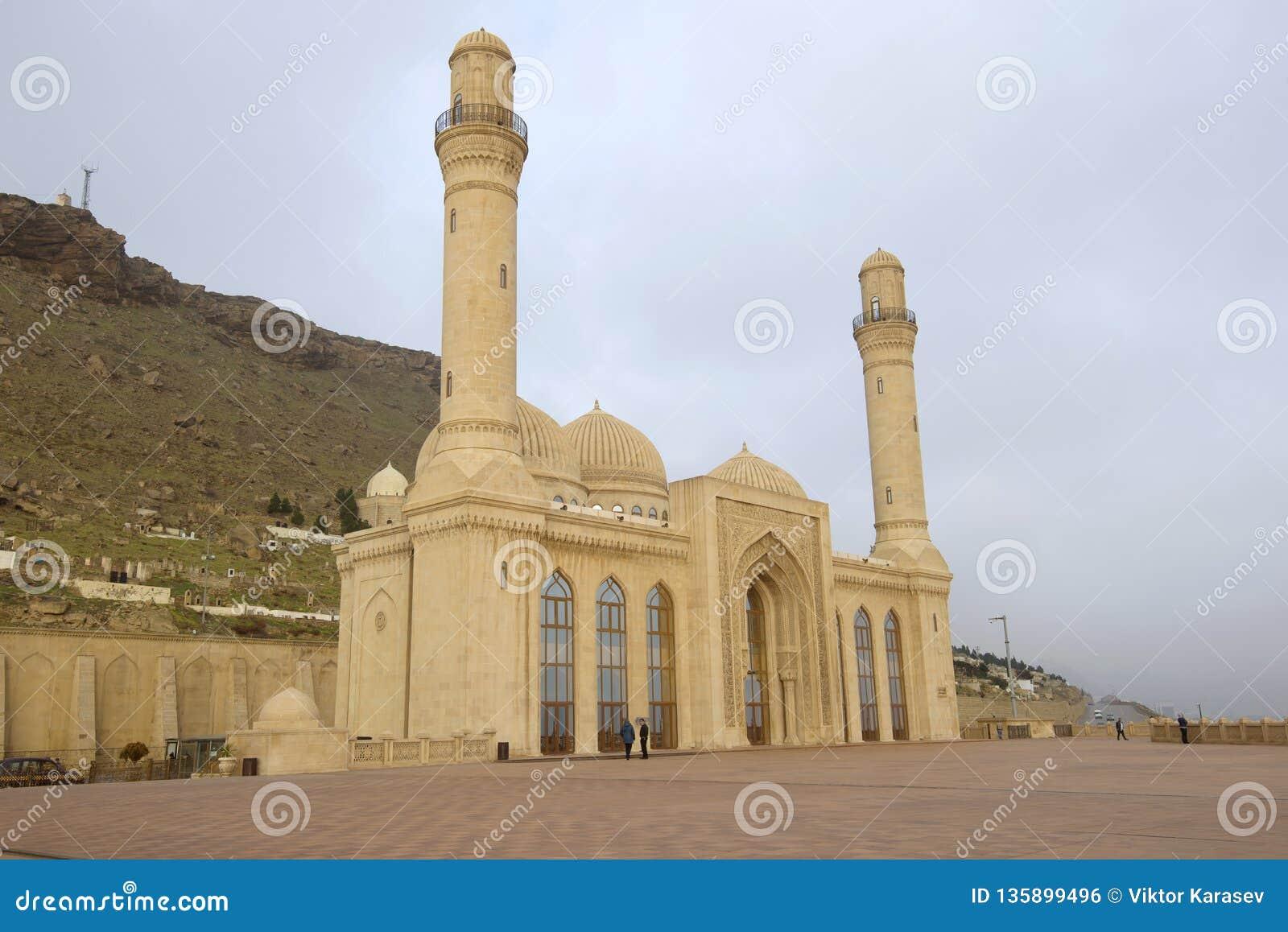 Återställd Shiite moské Bibi-Eybat, Januari morgon Baku Azerbajdzjan