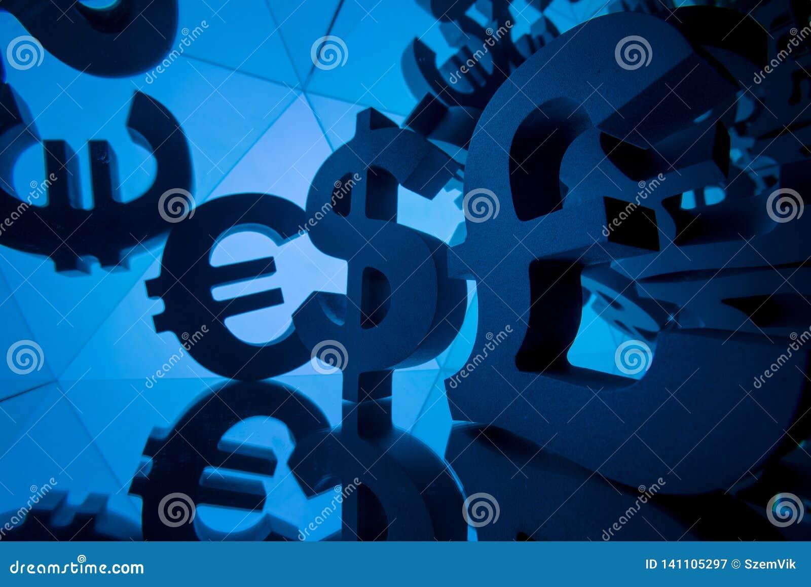 欧元、磅和美元与许多镜象的货币符号