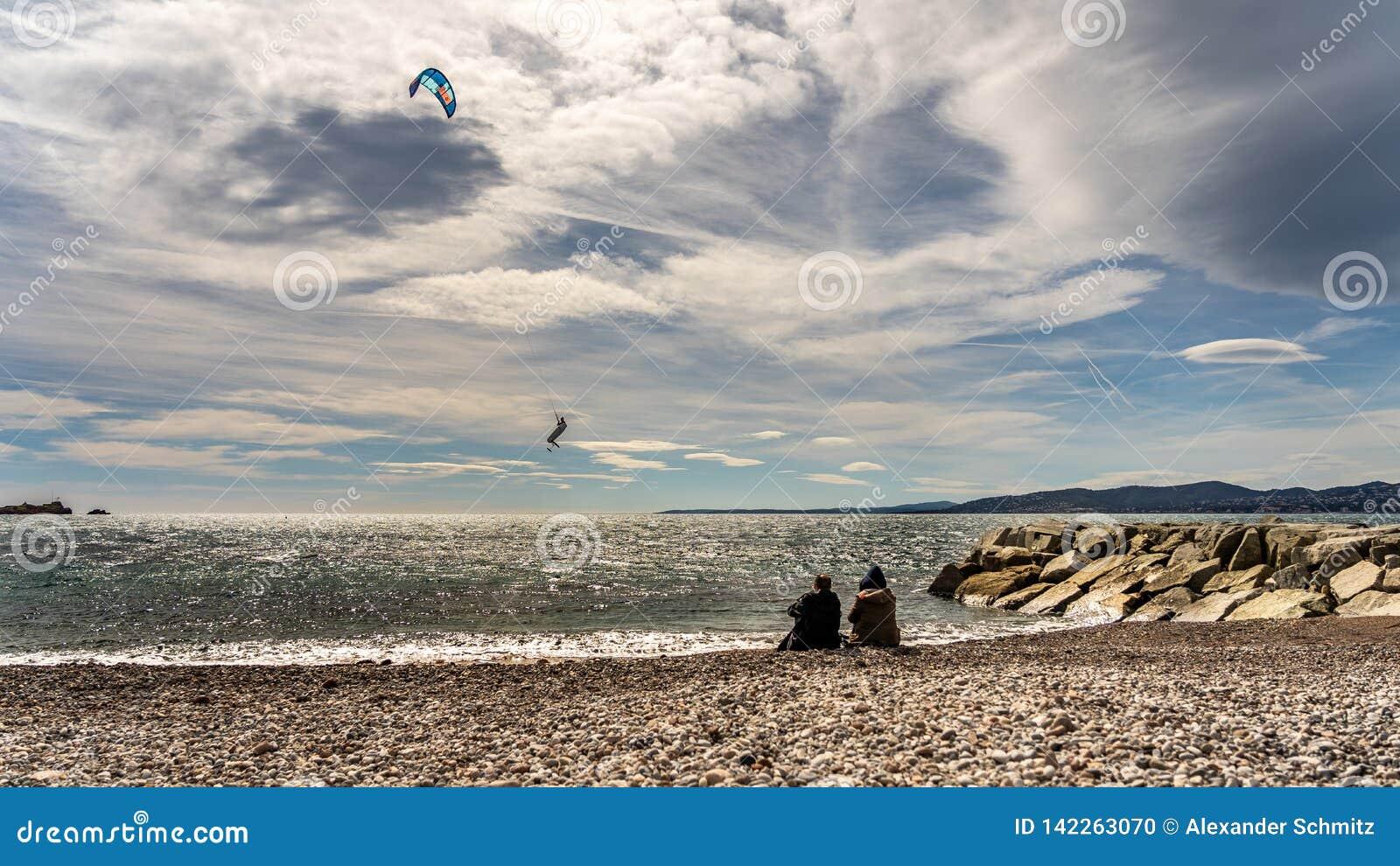 法国海滨的圣徒raphael的,法国风筝冲浪者
