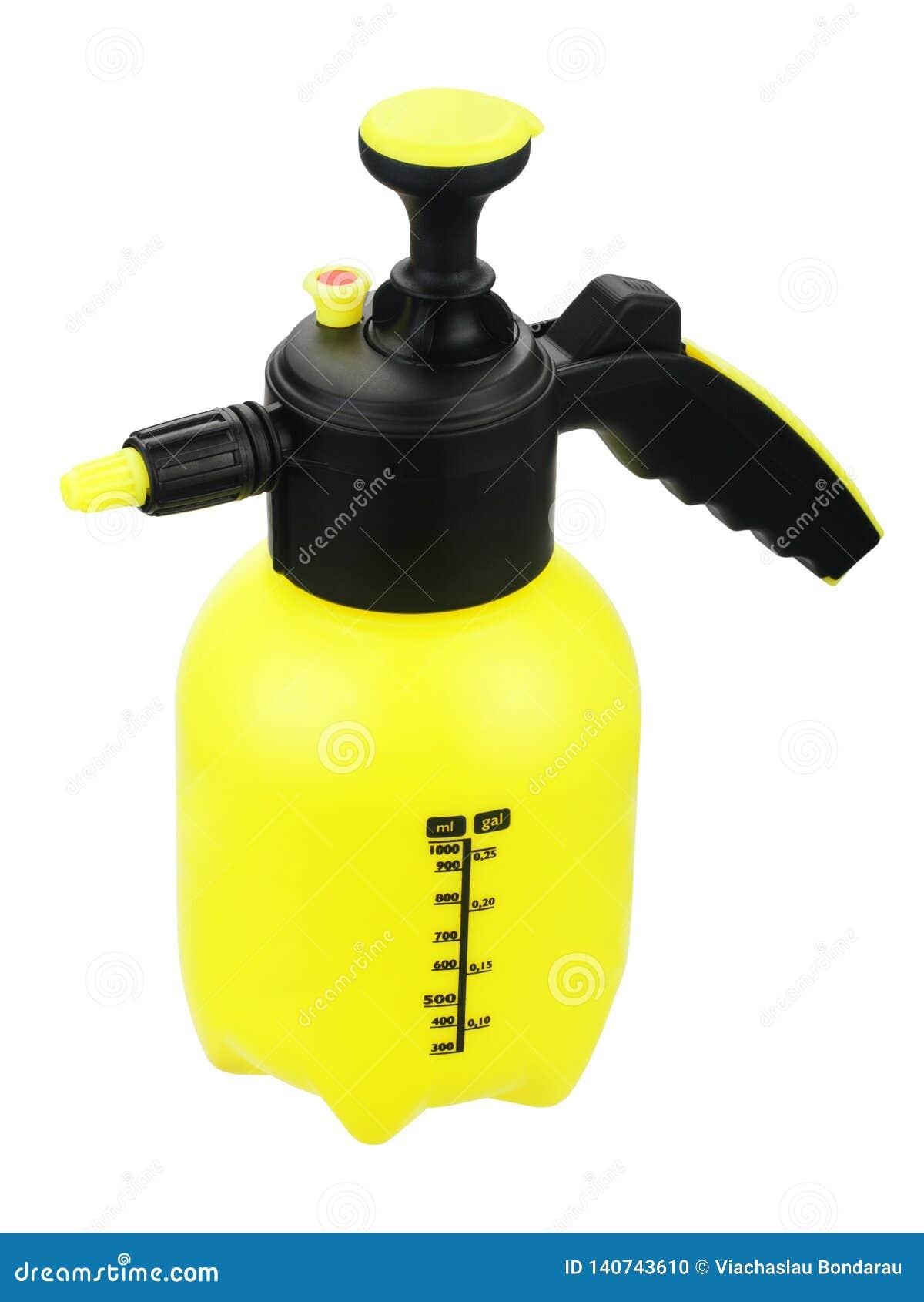 有泵浦的黄色喷雾器在白色背景