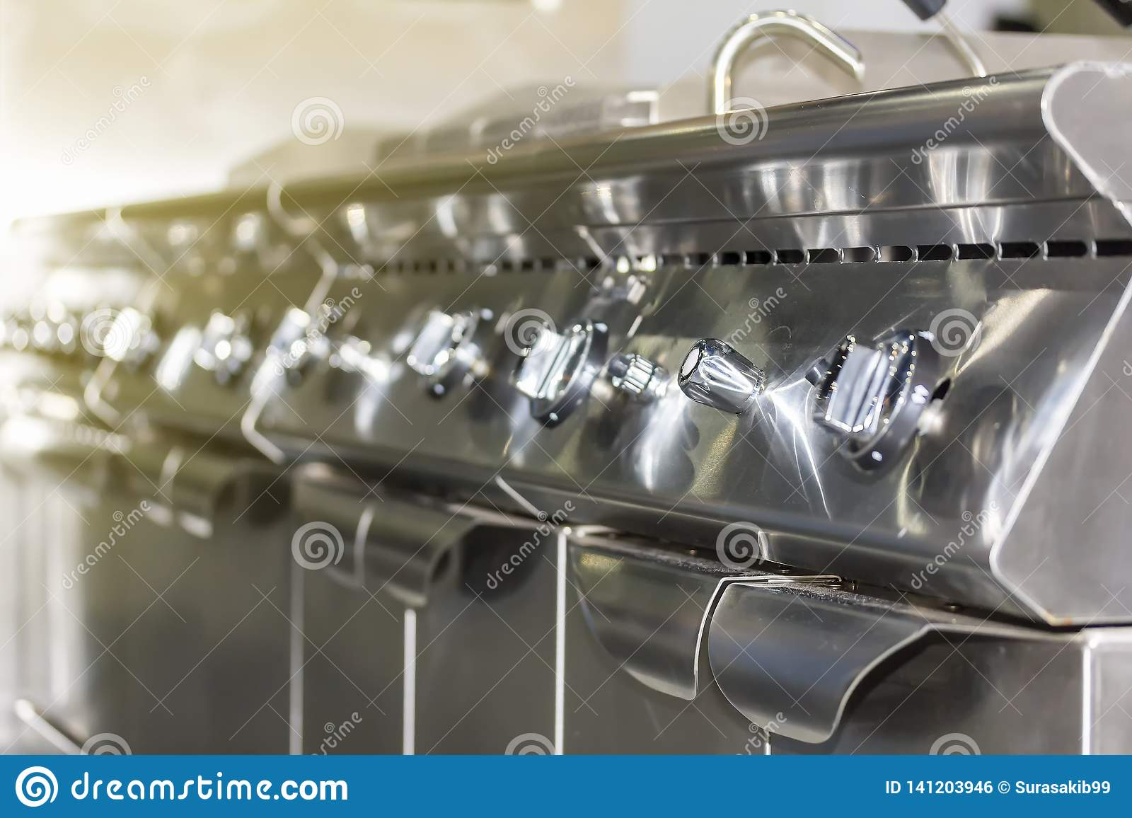 控制板现代气体深炸锅火炉接近的瘤拨号盘为在或调整烧伤火焰和温度