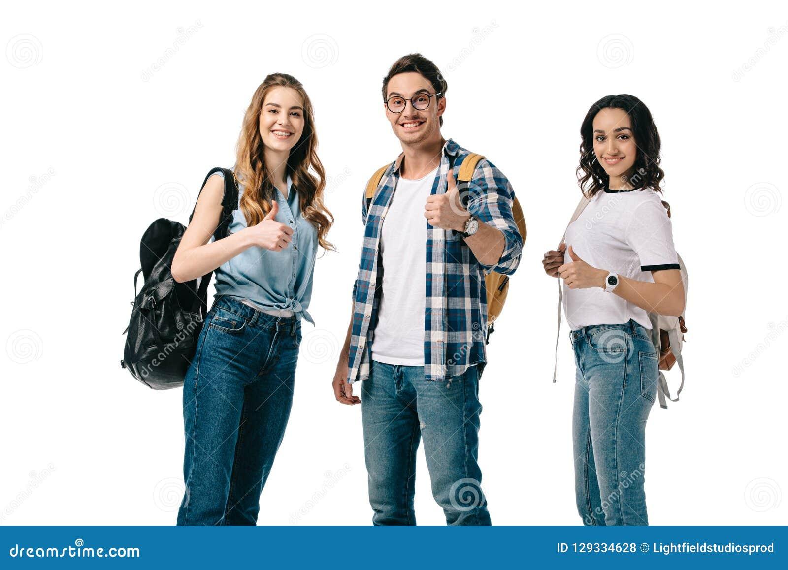 显示赞许的微笑的多文化学生