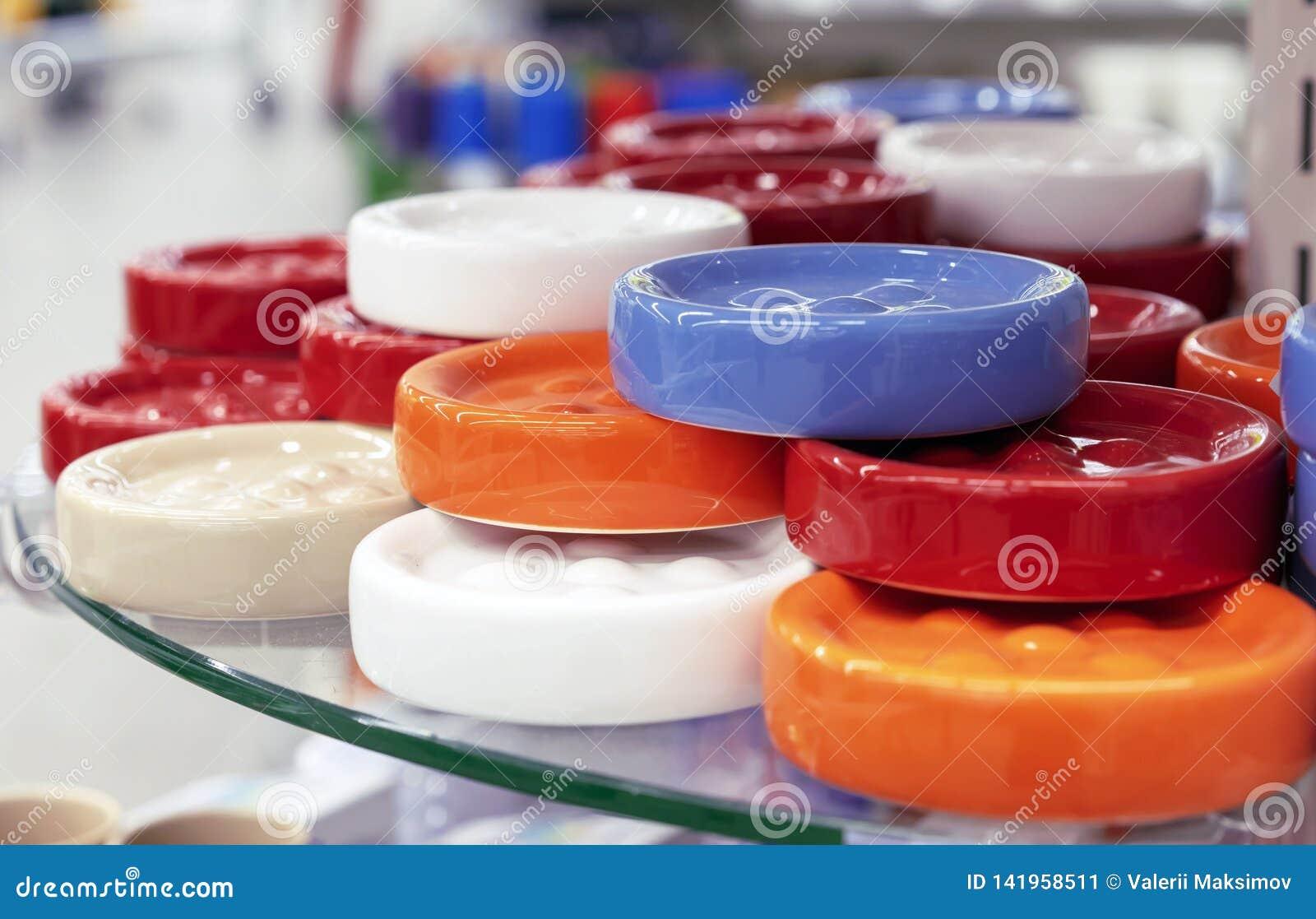 明亮的颜色圆的陶瓷浴皂盒