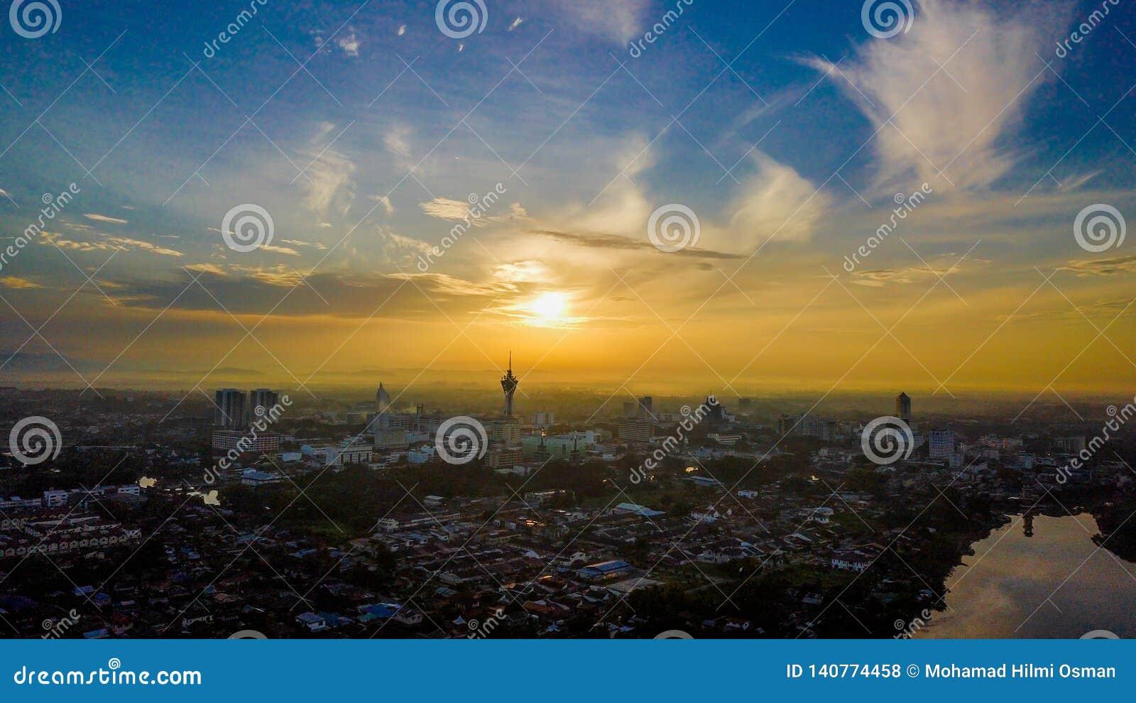 日出美好的鸟瞰图在亚罗士打Malaysa