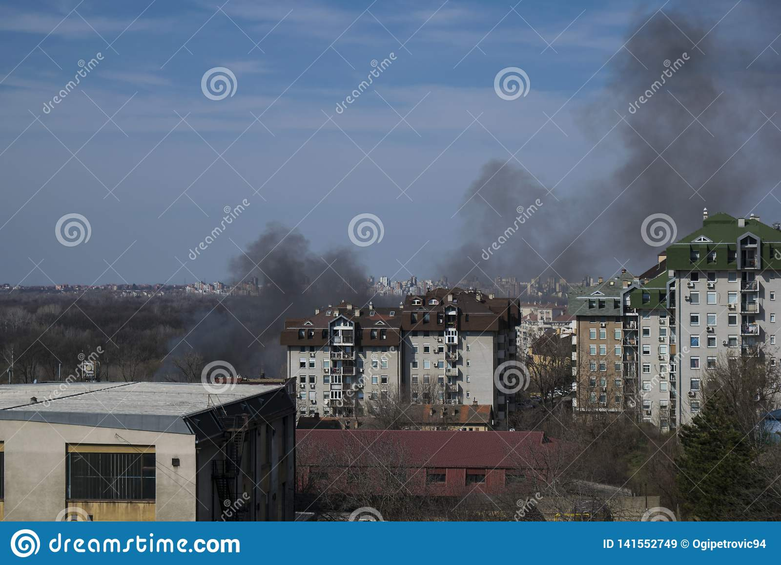 火在Julino Brdo的解决在丘卡里察的自治市的