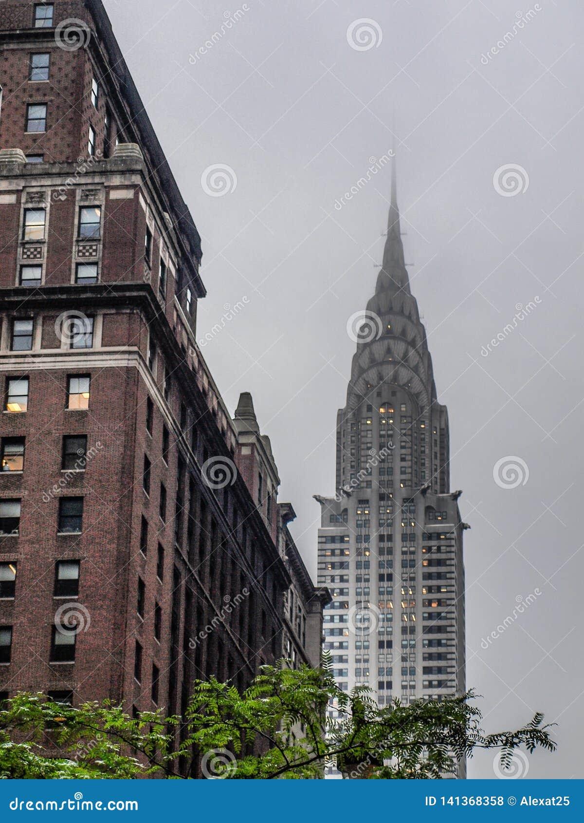 纽约-美国-克莱斯勒大厦在一雾天