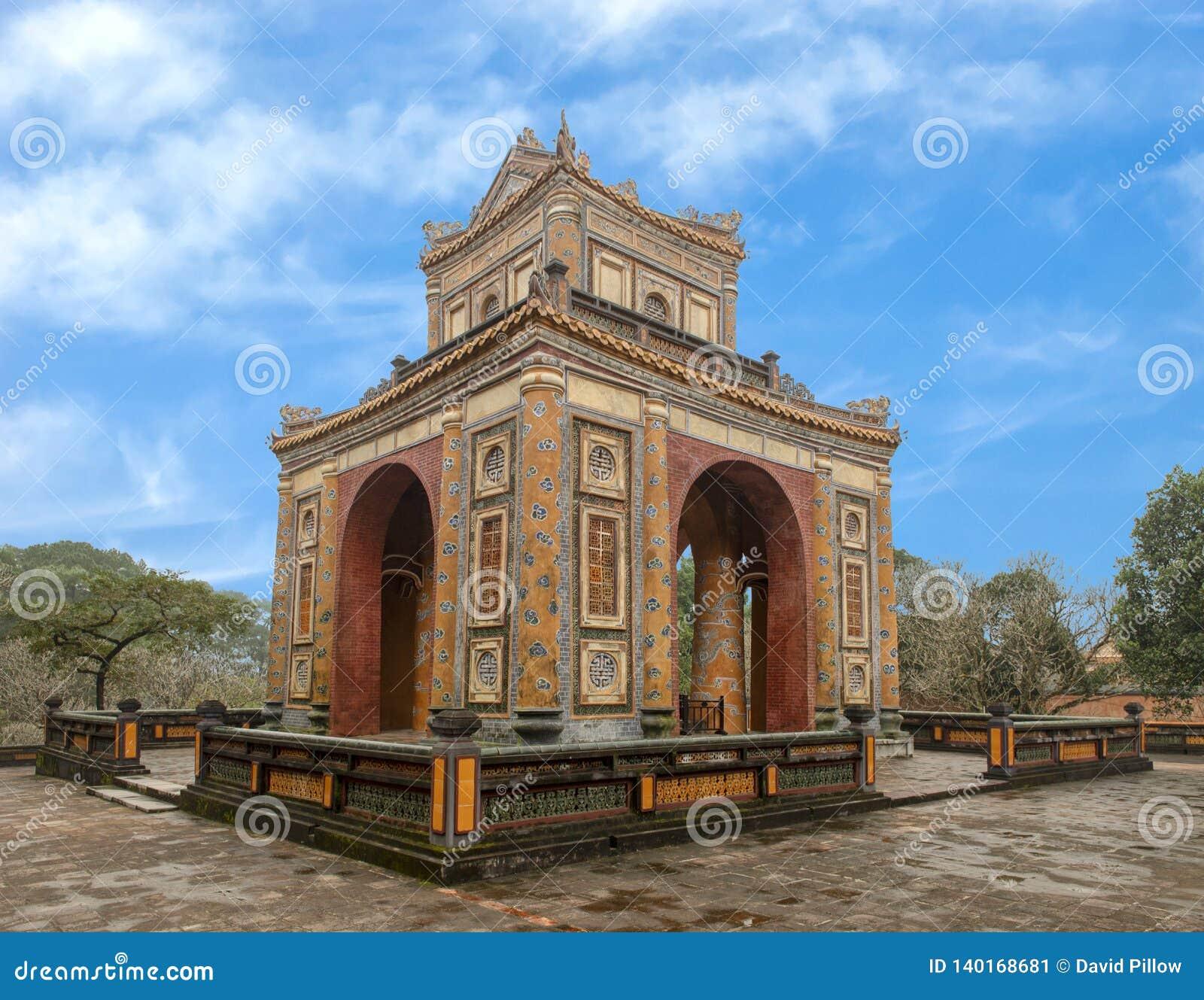 石碑亭子在嗣德帝皇家坟茔,颜色,越南