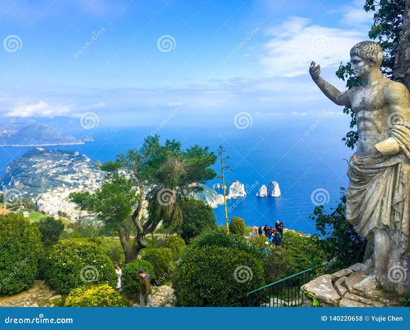 皇帝Augustus雕象