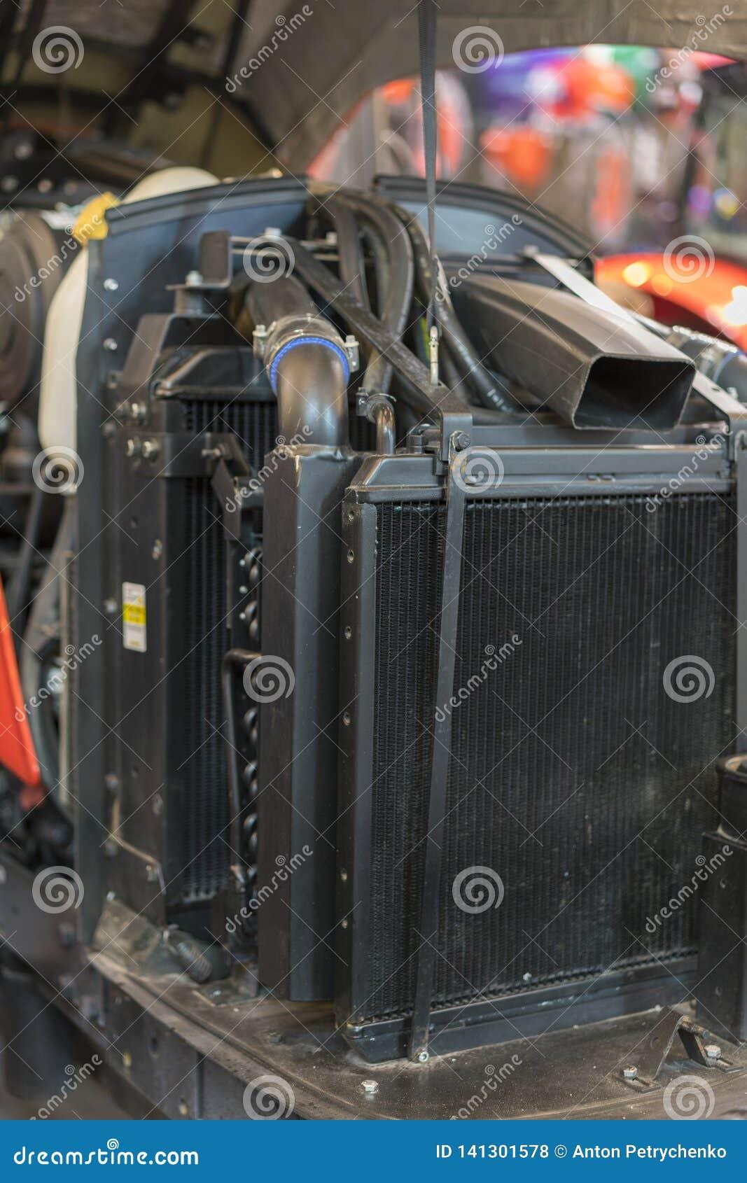 现代新的农业柴油拖拉机用内燃机 装载者或小拖拉机现代新的高科技引擎  顶视图 大新的引擎